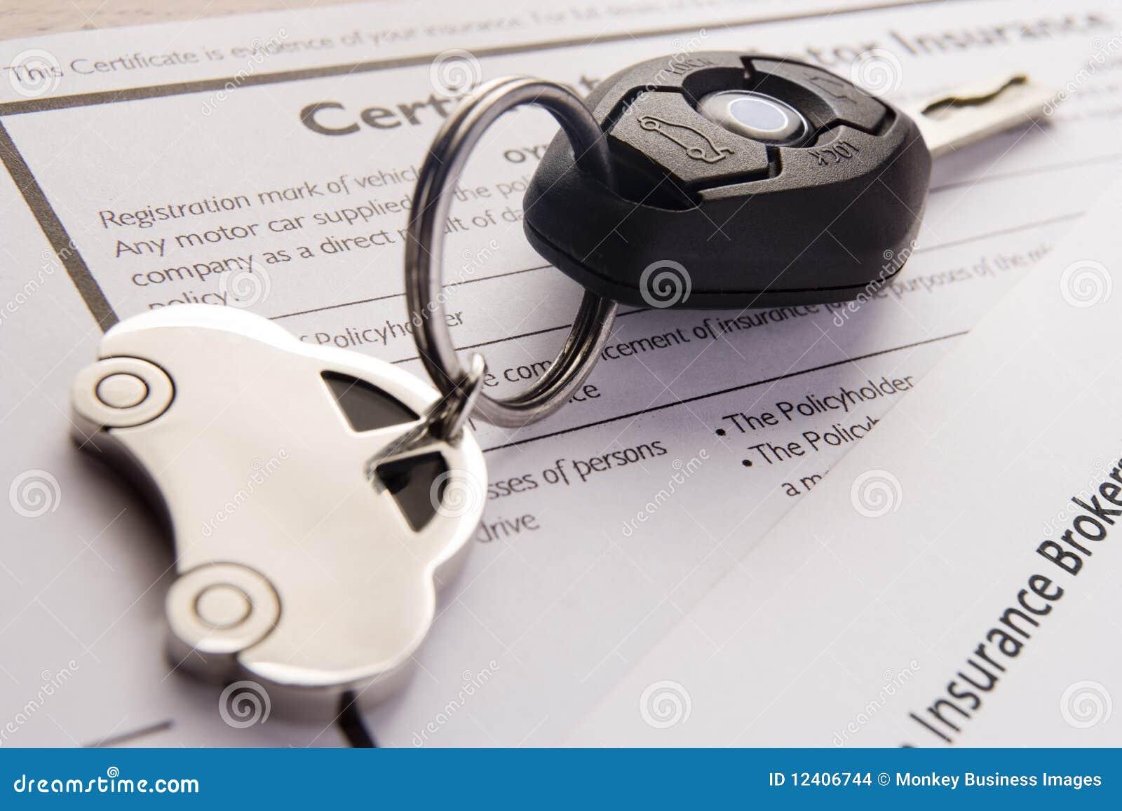 Auto-Tasten auf Versicherungs-Dokumenten