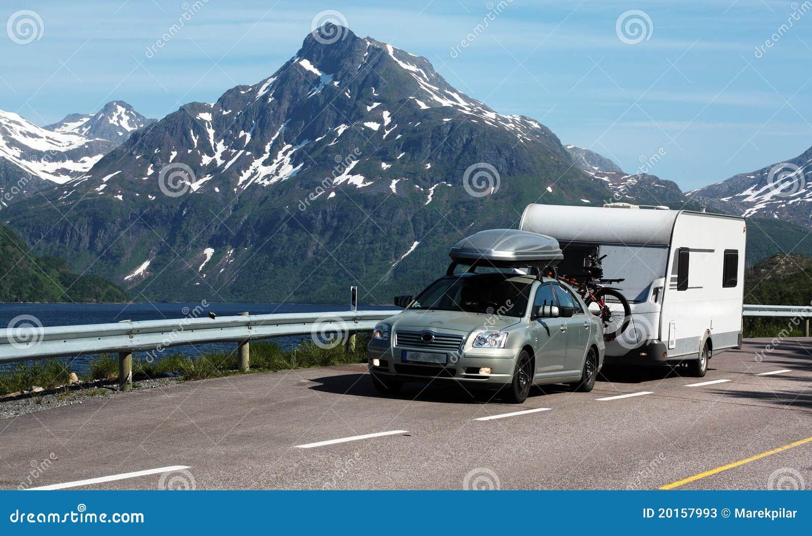 auto und wohnwagen stockbild bild von wohnwagen auto