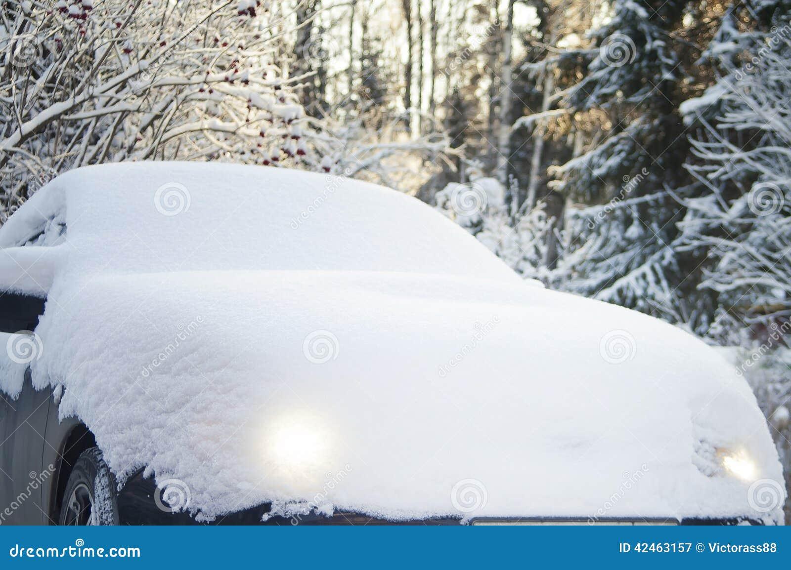 Auto unter Schnee
