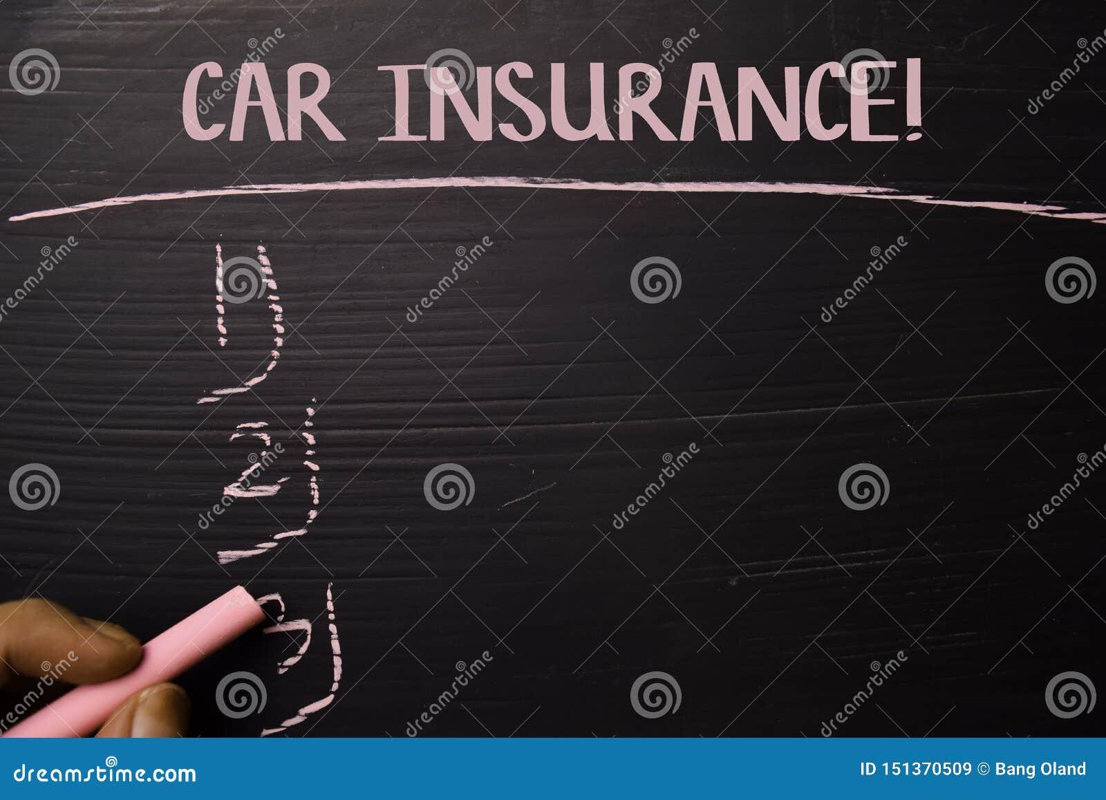 Auto-Versicherung! geschrieben mit Farbkreide Durch zusätzliche Dienstleistungen gestützt Tafel-Konzept