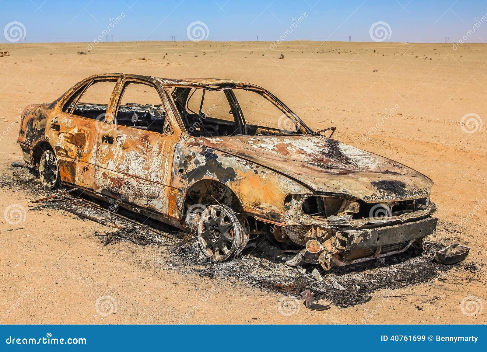 Auto-Wrack in der Wüste