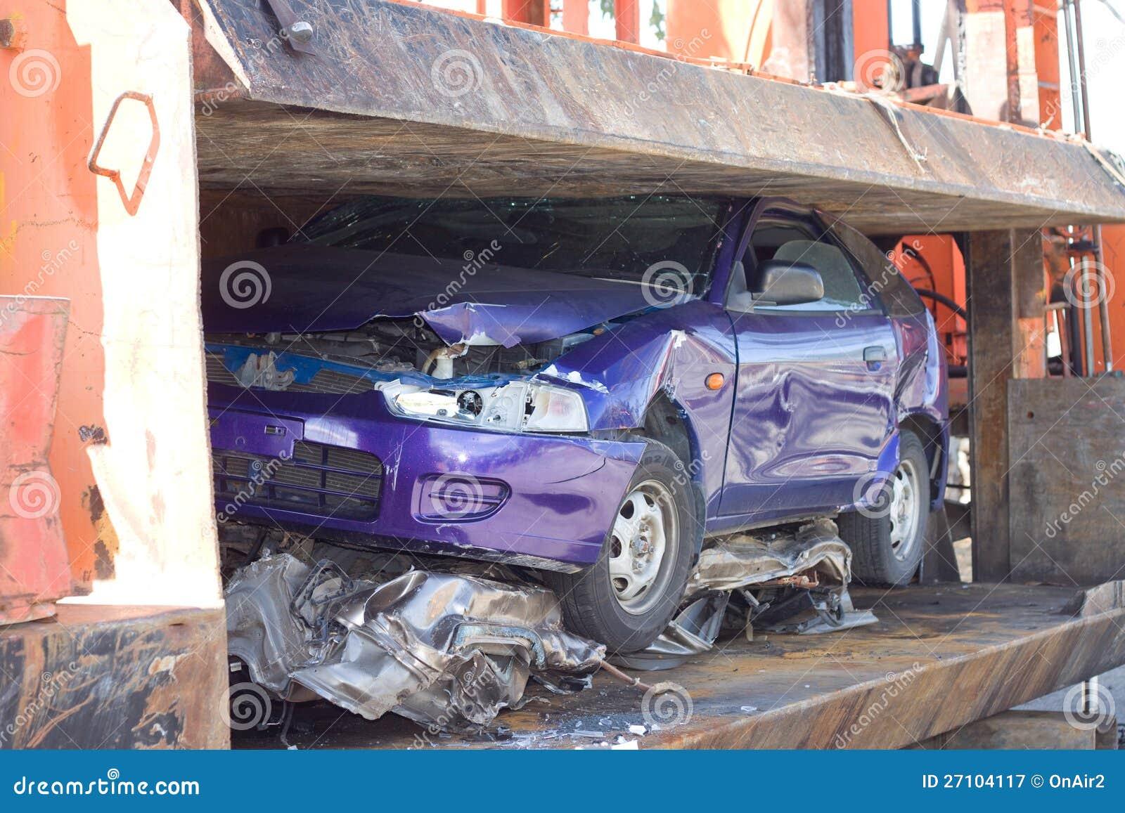 Auto zerquetscht