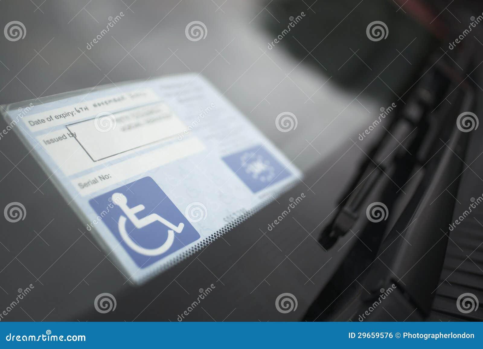 Autoadesivo di handicap sul parabrezza