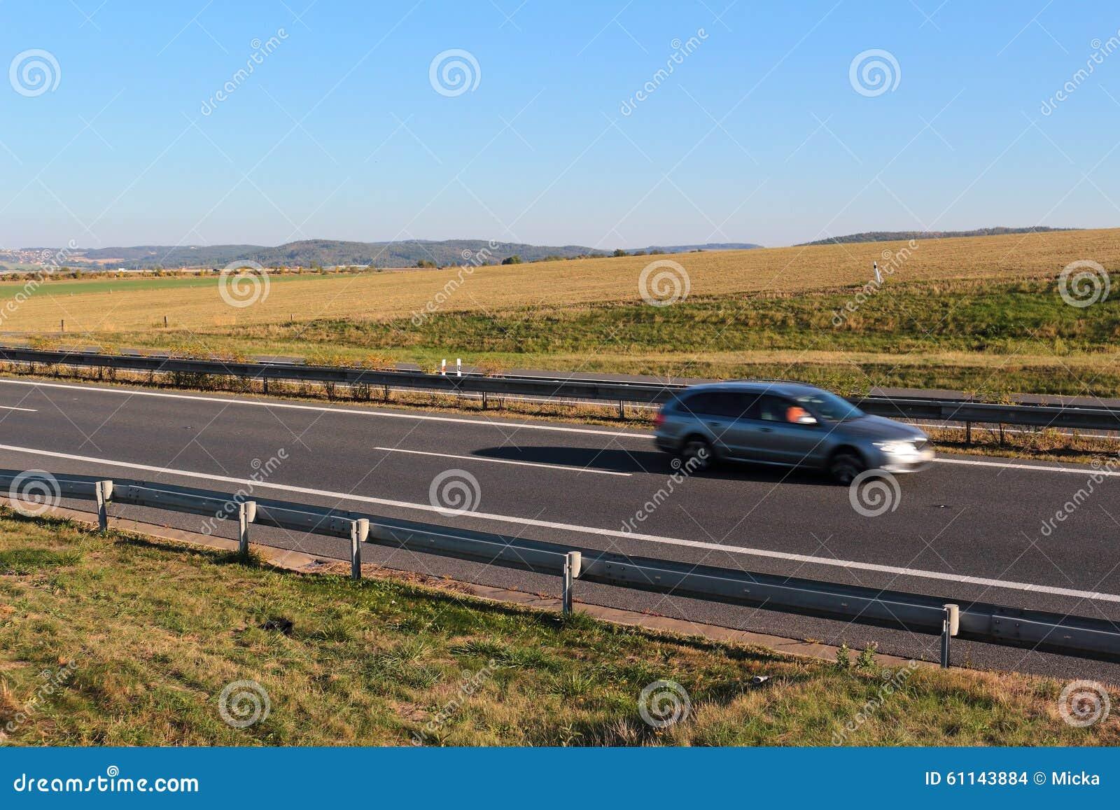 Autoantreiben auf Datenbahn