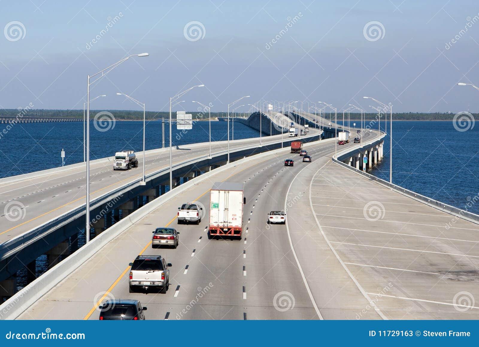 Autobahn-Brücke
