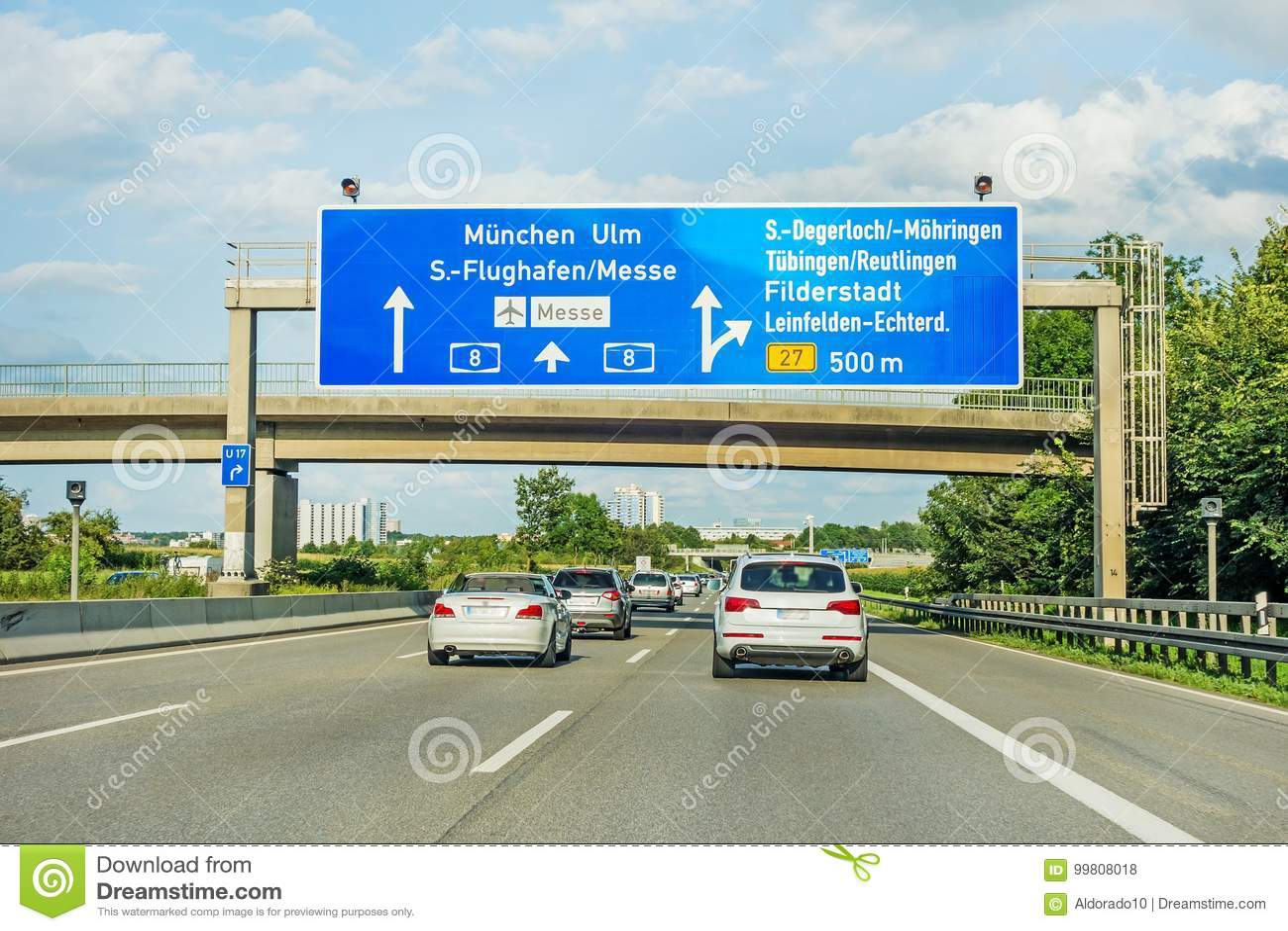 AutobahnVerkehrsschild auf Autobahn A8, Stuttgart/München/Ulm