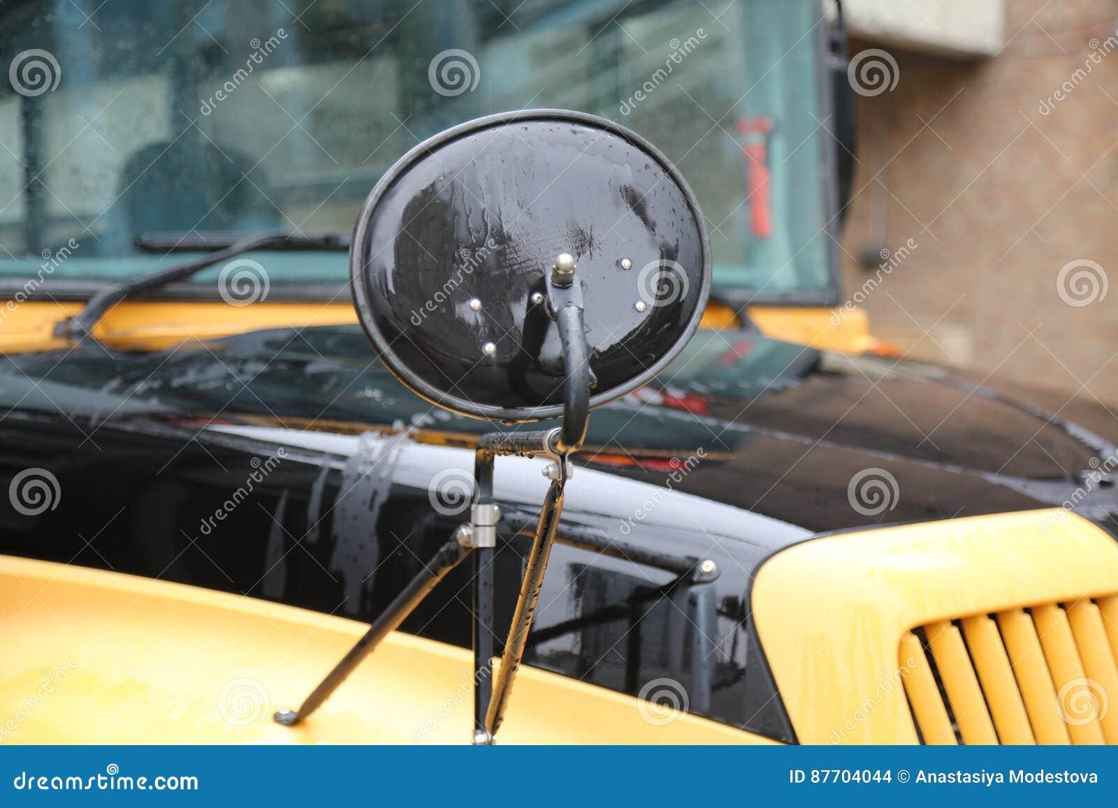 Autobus de scholl de morror de vue de côté