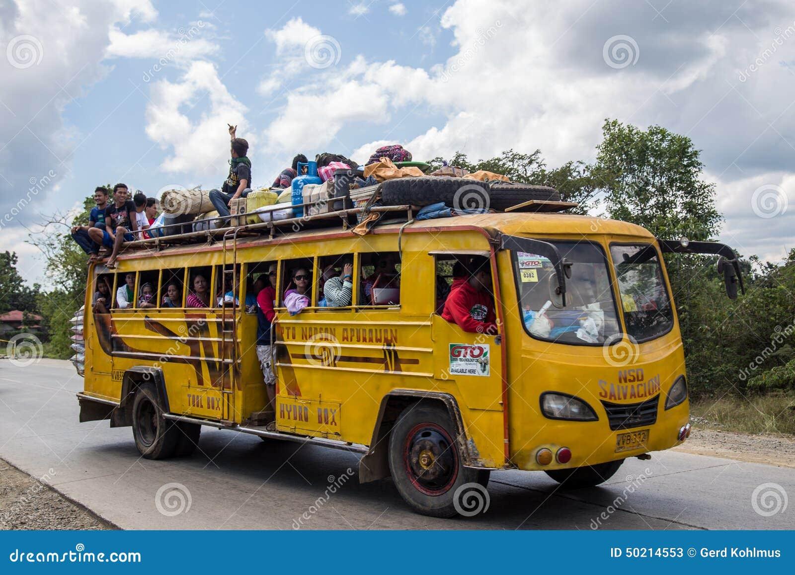 Autobus emballé aux Philippines