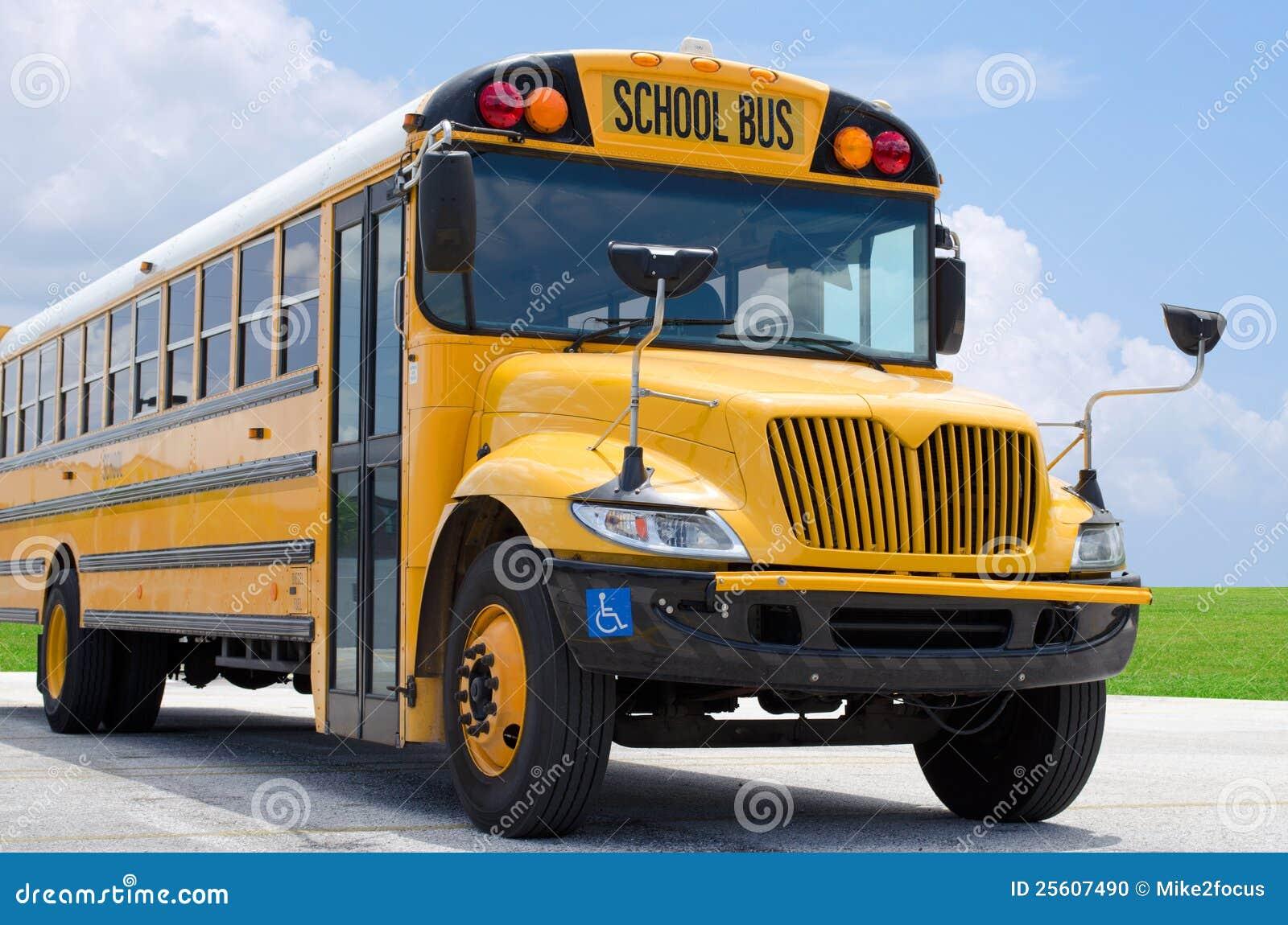 Autobus szkolny na blacktop