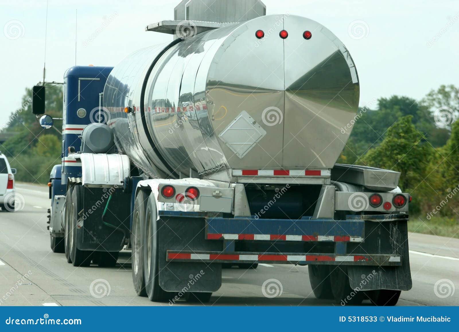 Download Autocisterna Del Combustibile Immagine Stock - Immagine di industriale, diesel: 5318533