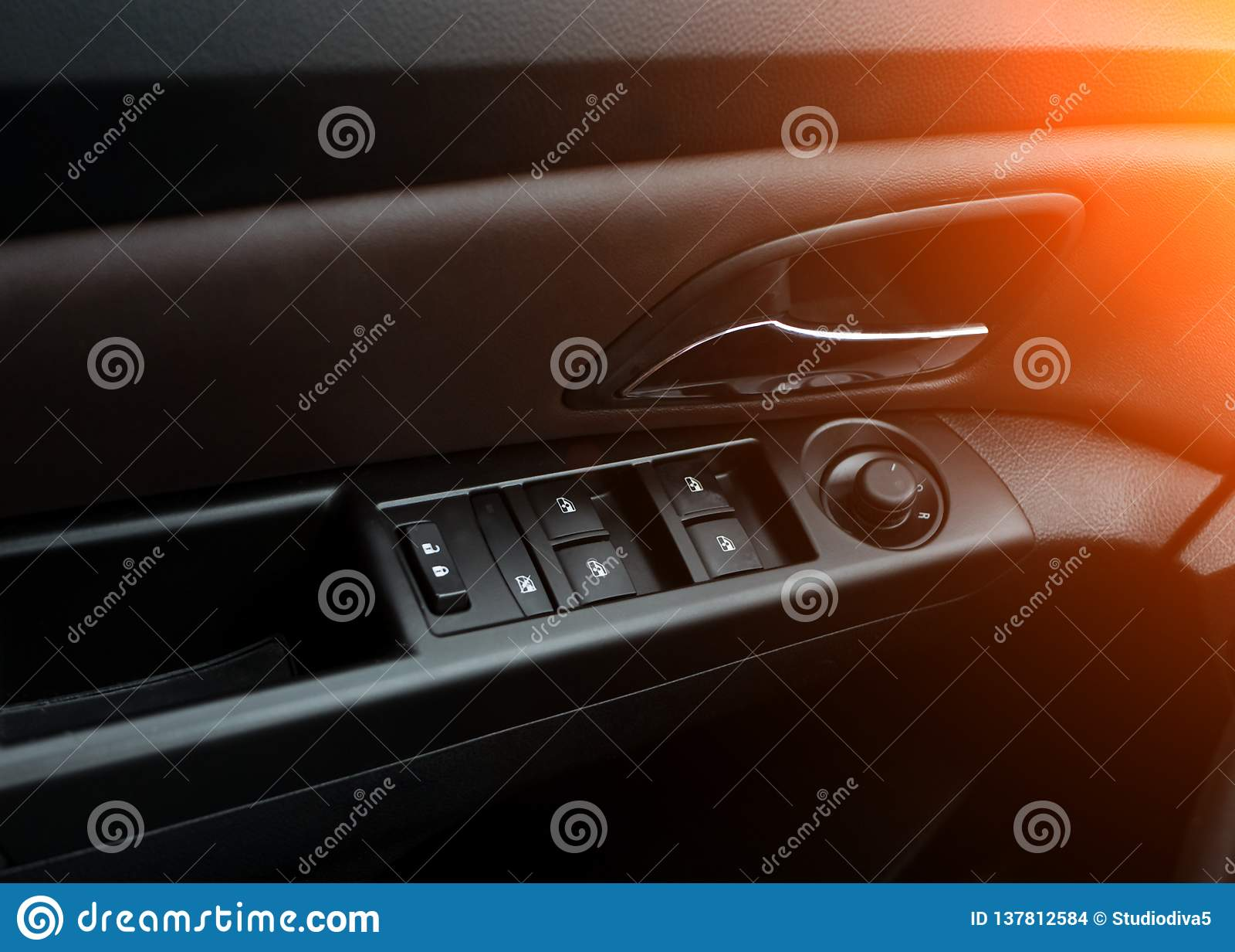 Autodeuren Dienst van de auto de binnenlandse luxe Auto binnenlandse details