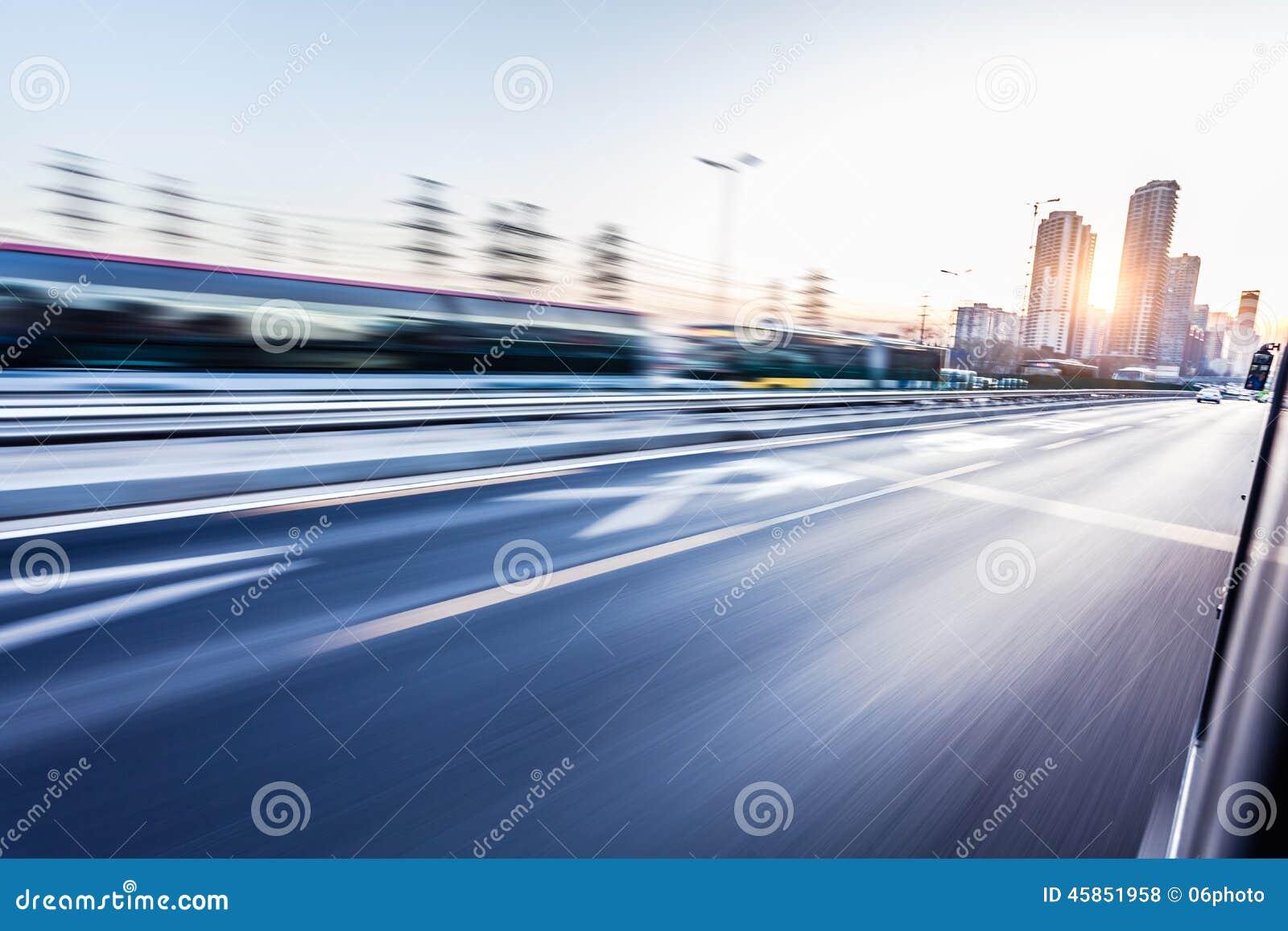 Autofahren auf Autobahn, Bewegungsunschärfe