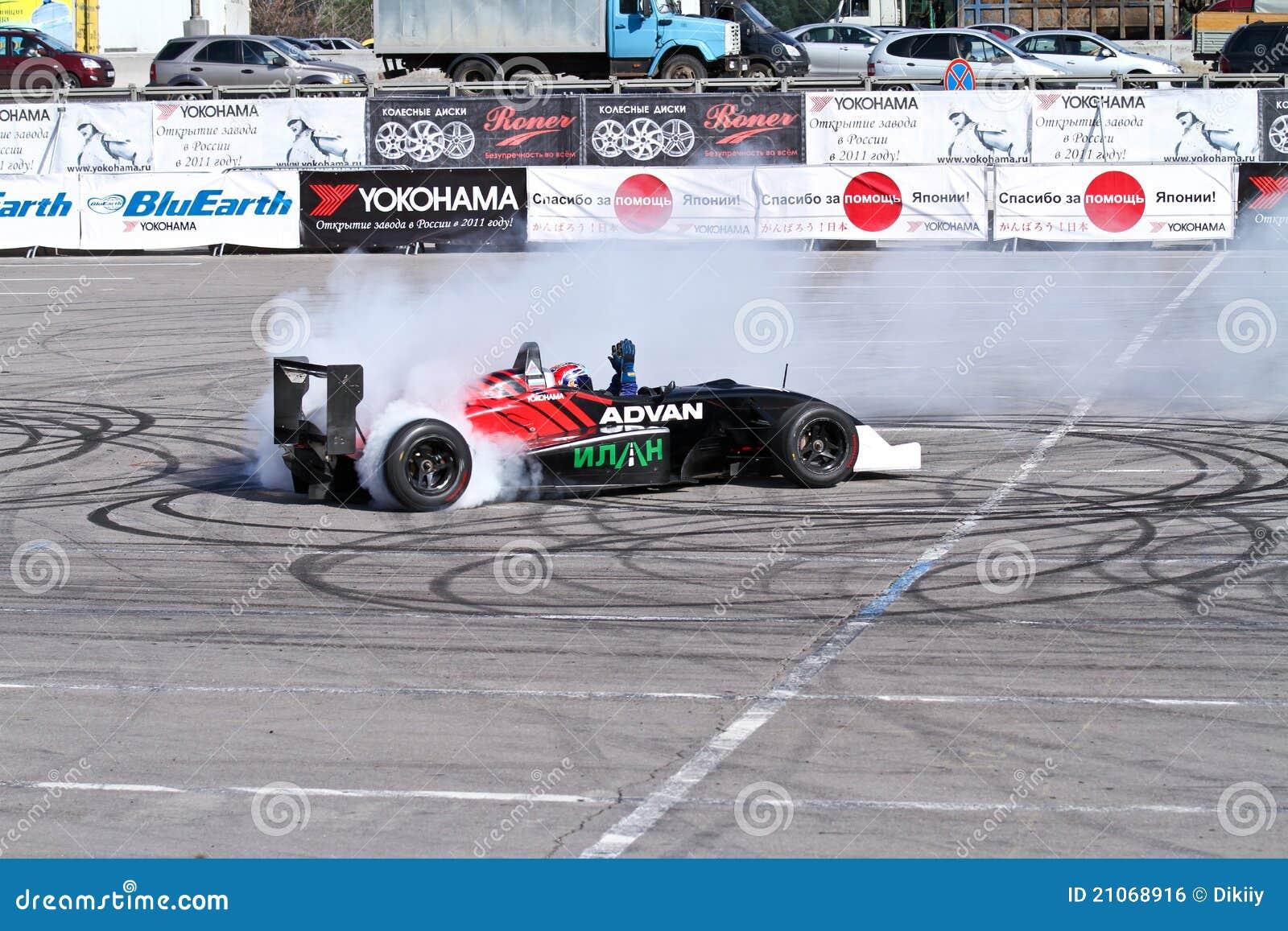 Automóvil de la fórmula 1 de la demostración de la desviación