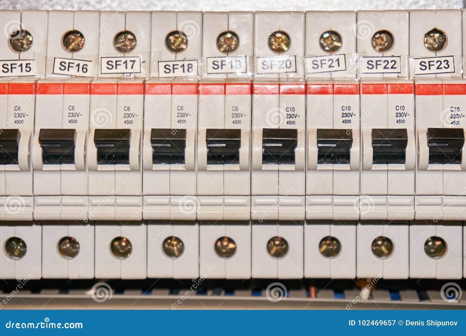 Automatyczny topikowy elektryczny włącznik w liniach energetycznych lokalizować wśrodku przełącznikowej pulpit operatora deski pr