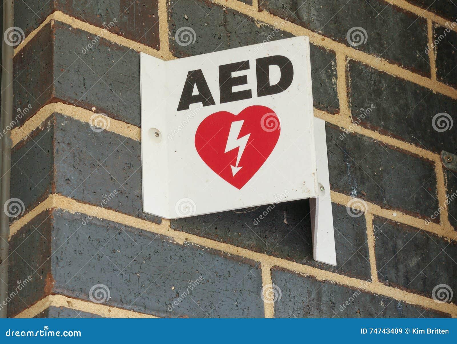 Automatyzujący zewnętrznie defibrillator podpisuje wewnątrz miejsce publiczne (AED)