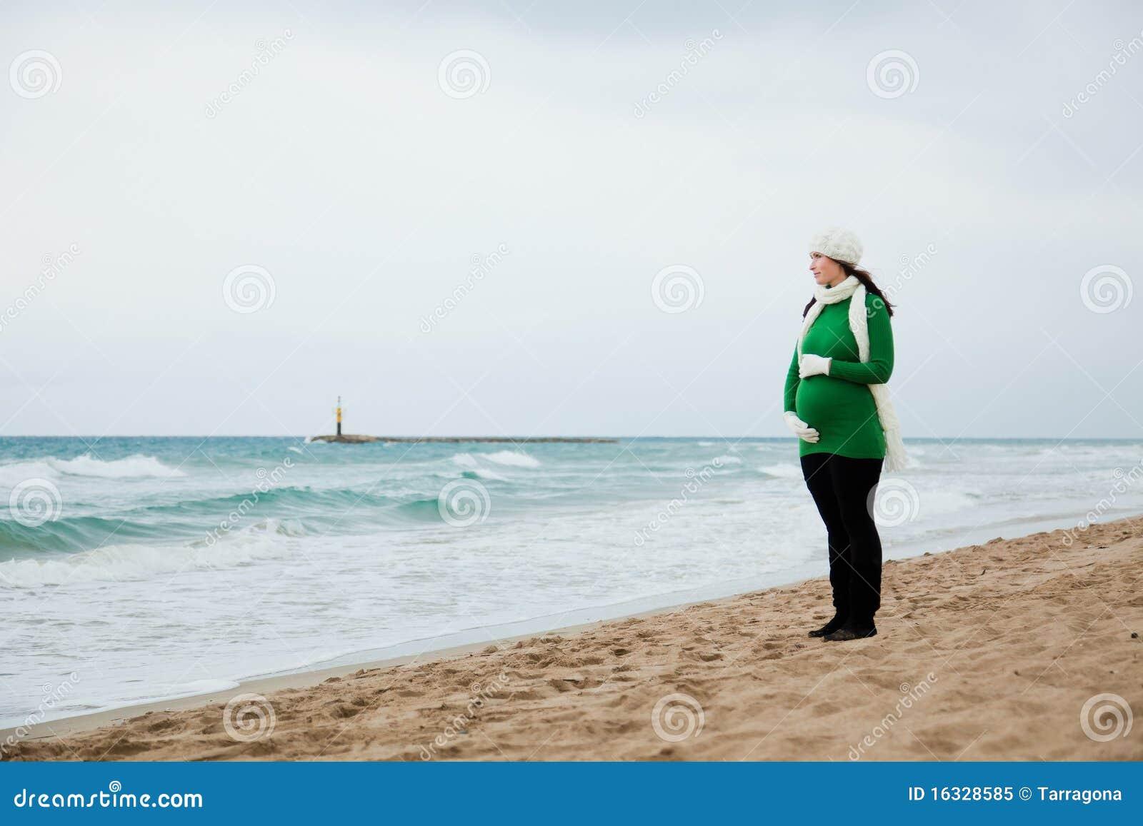 Automne de l 39 hiver de grossesse ext rieur photo libre de for Photo grossesse exterieur hiver