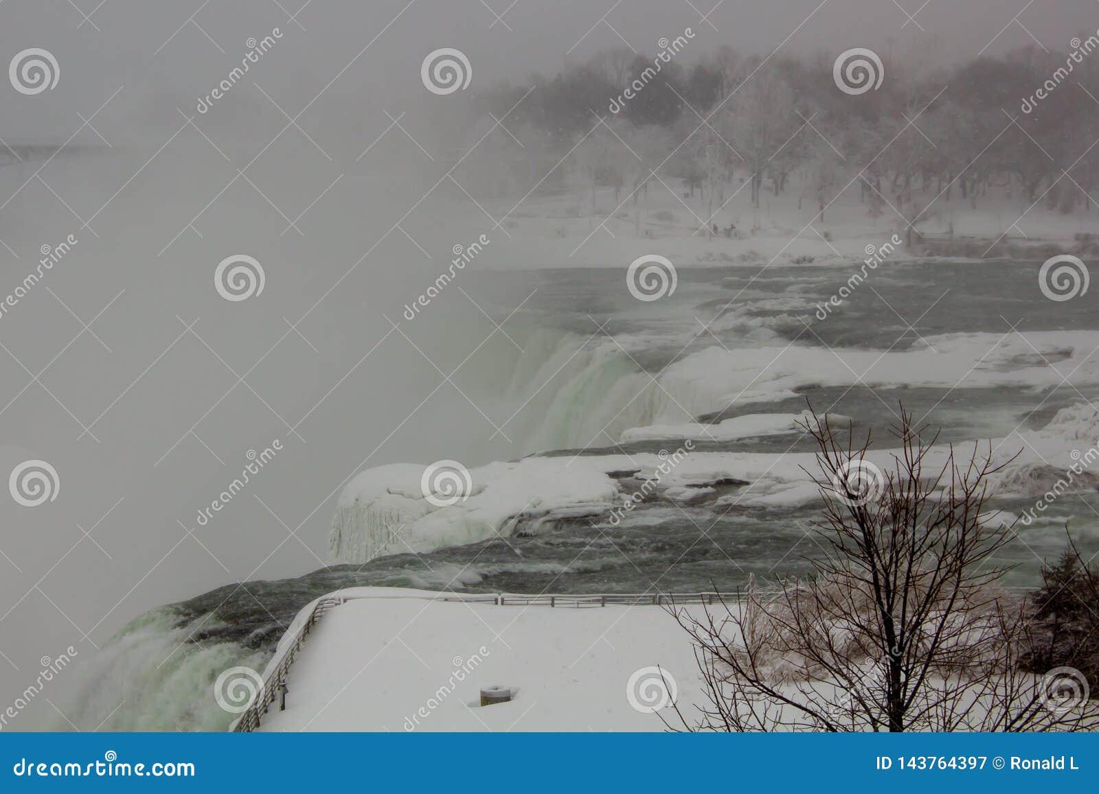 Automnes américains de chutes du Niagara d hiver