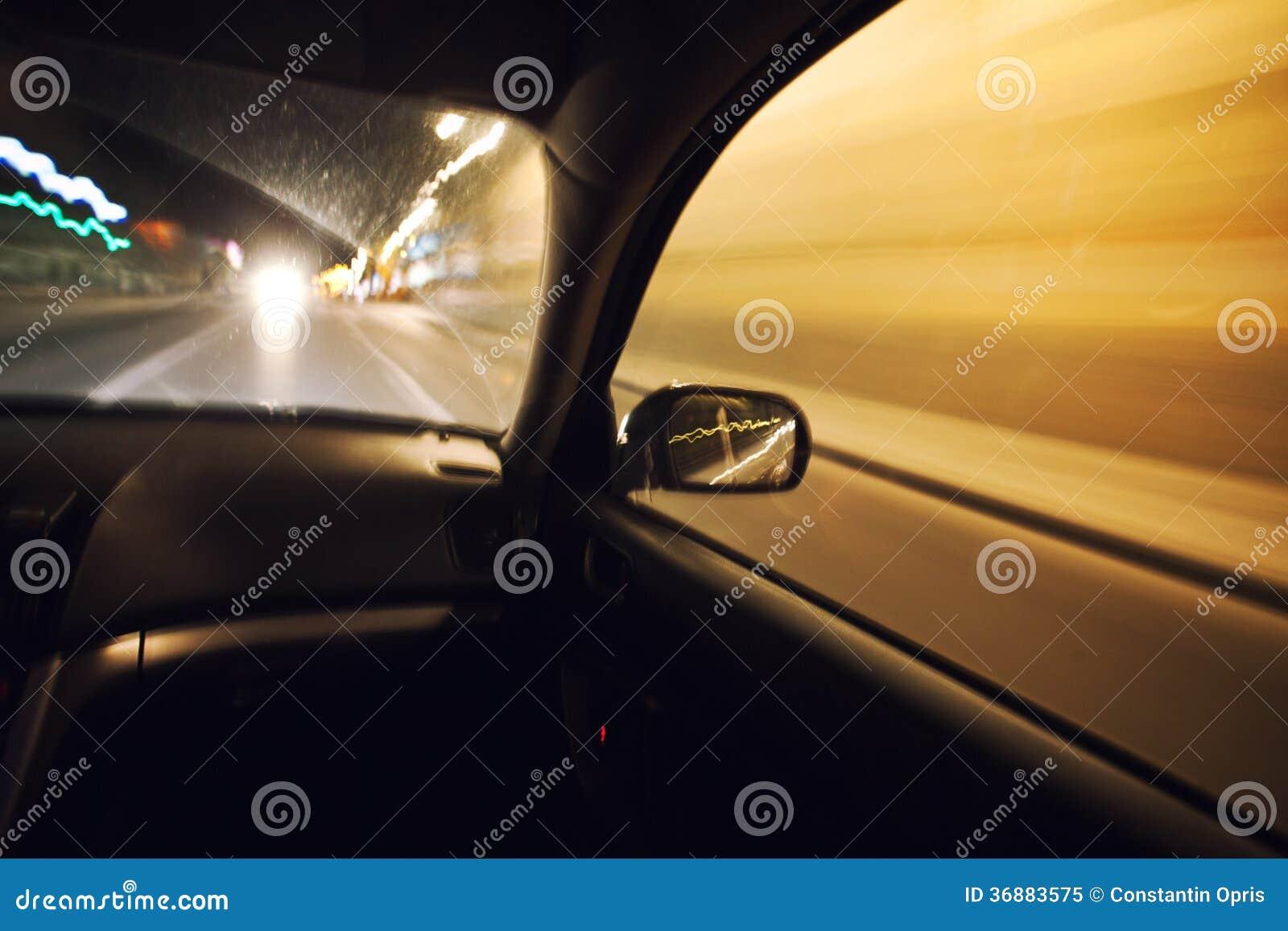 Download Automobile Che Accelera Alla Notte Immagine Stock - Immagine di traffico, esterno: 36883575