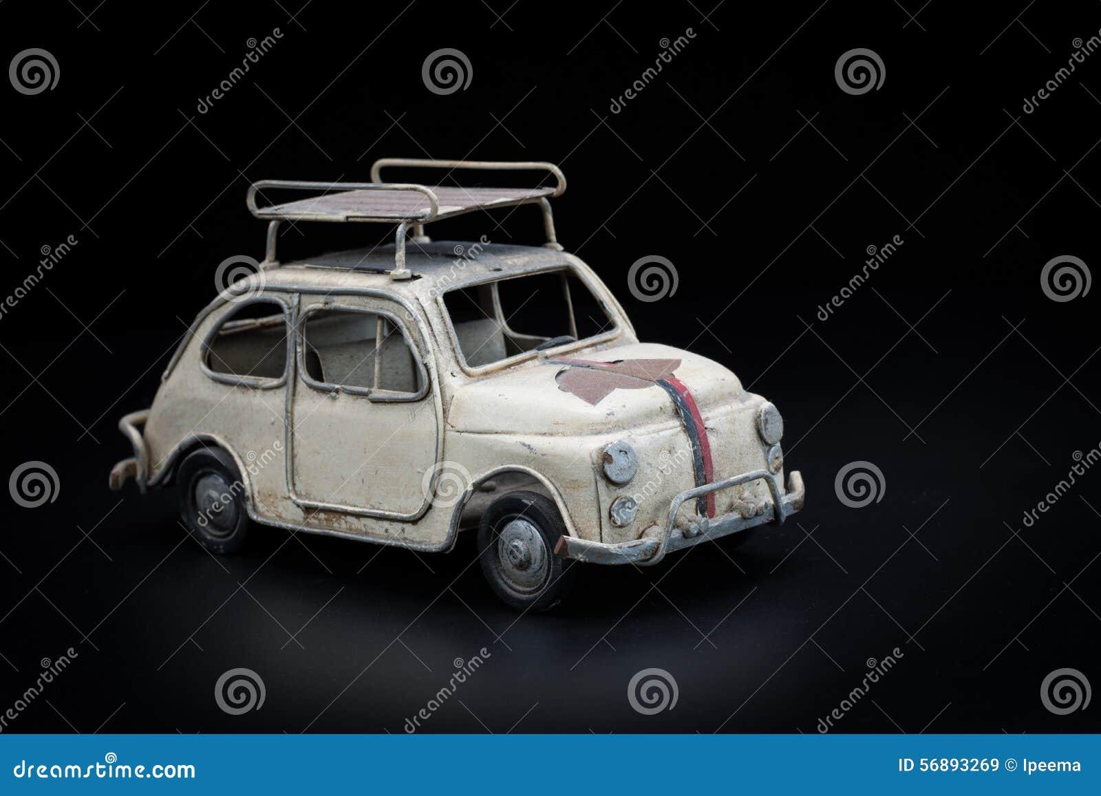 Automobile classica su priorità bassa nera