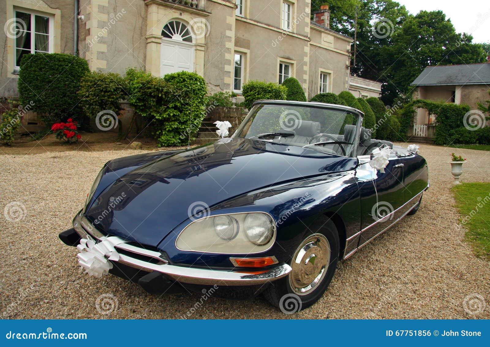 Automobile decorata di nozze