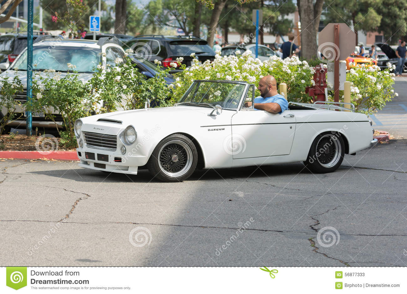 Automobile del convertibile di Datsun 2000 su esposizione
