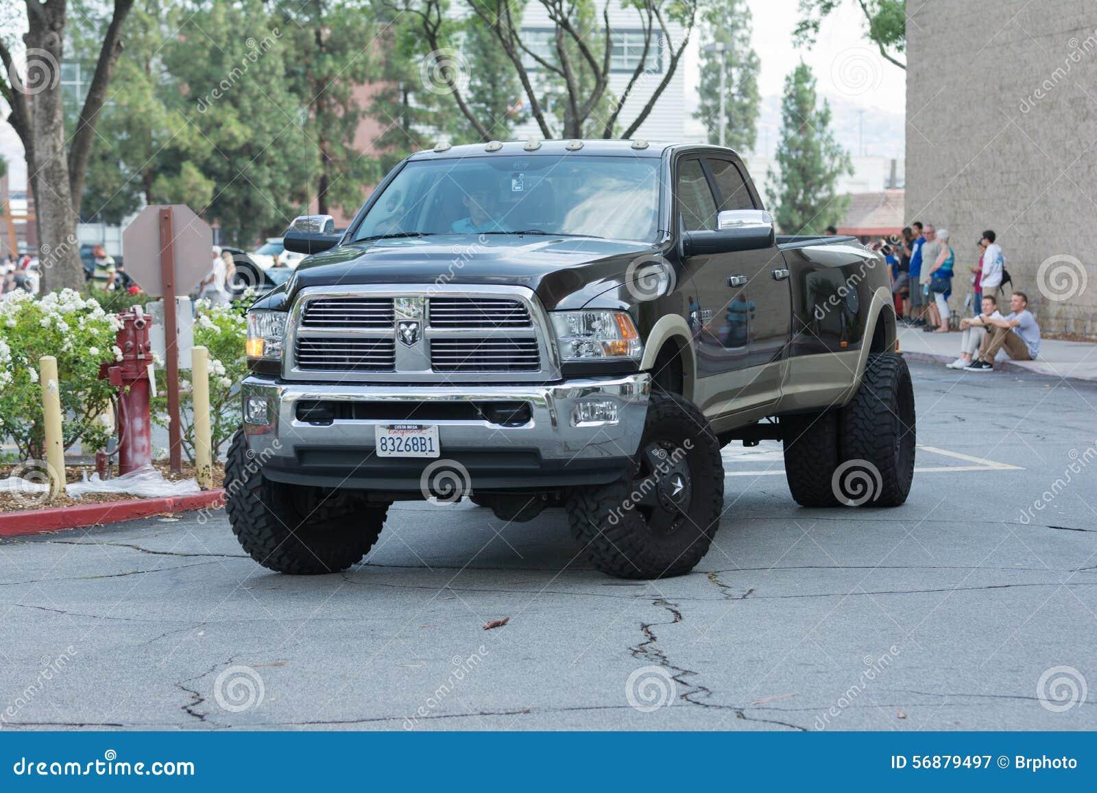 Automobile del Ram di Dodge su esposizione