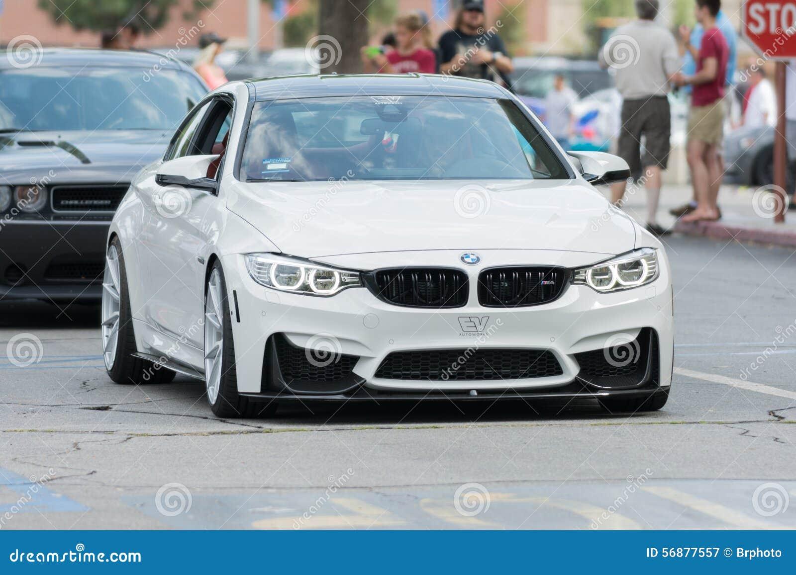 Automobile di BMW M4 su esposizione