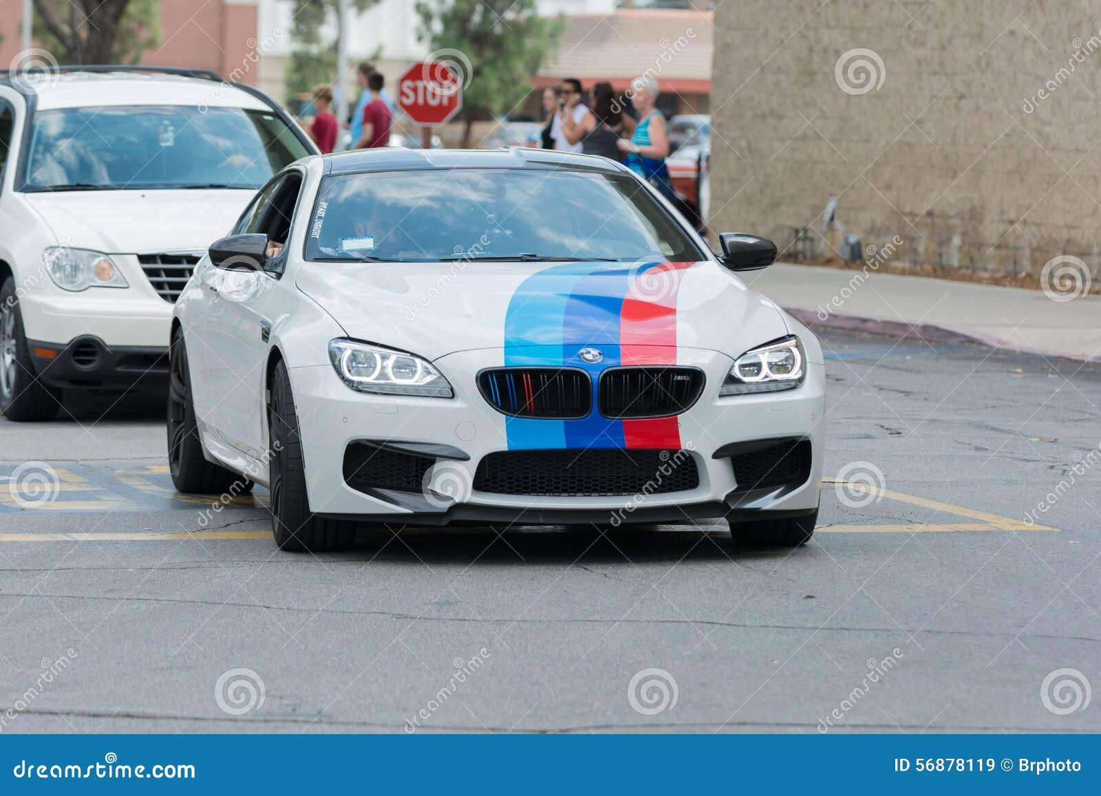 Automobile di BMW M6 su esposizione