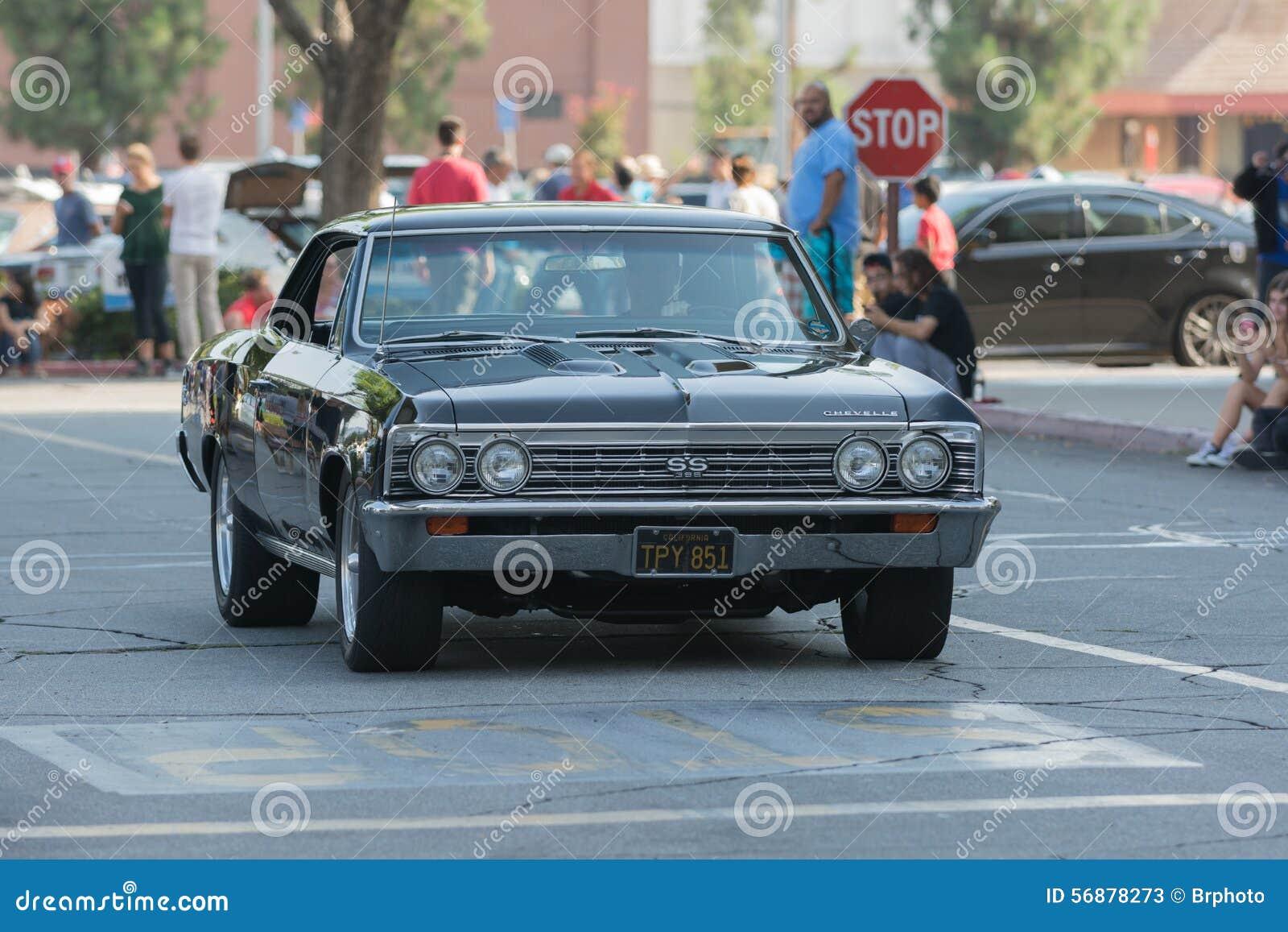 Automobile di Chevrolet Impala ss su esposizione
