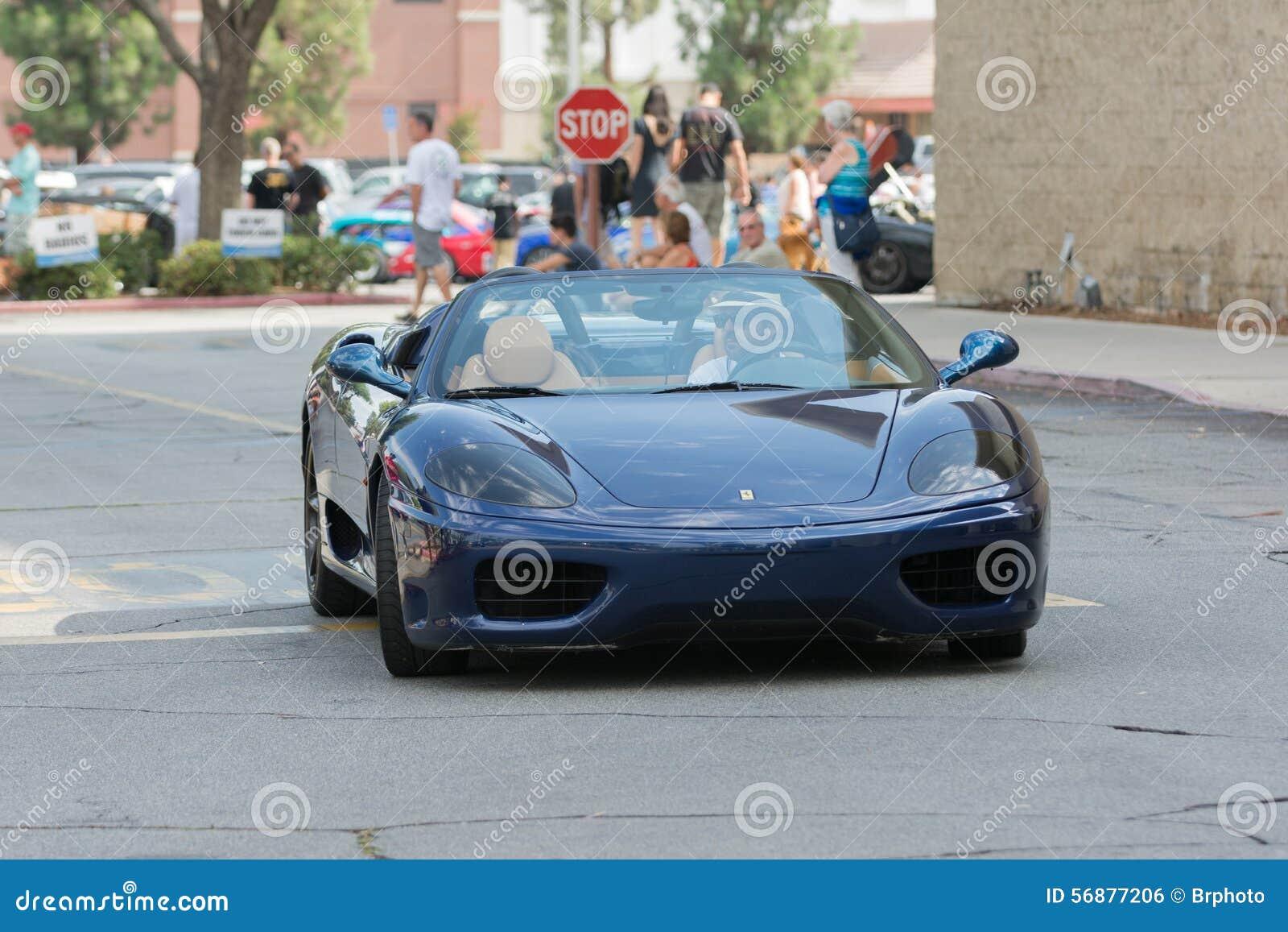 Automobile di Ferrari 360 Modena su esposizione