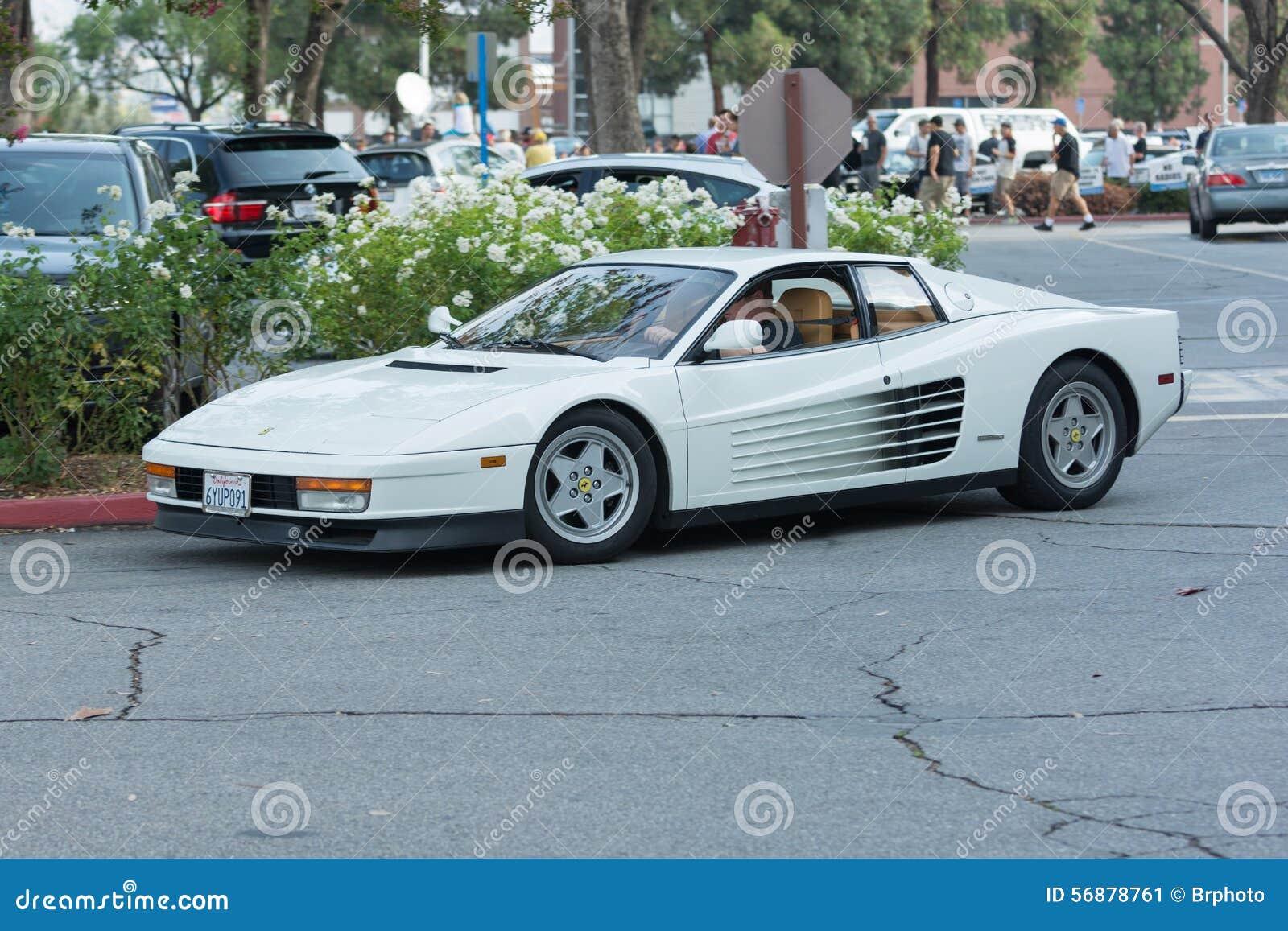 Automobile di Ferrari Testarossa su esposizione