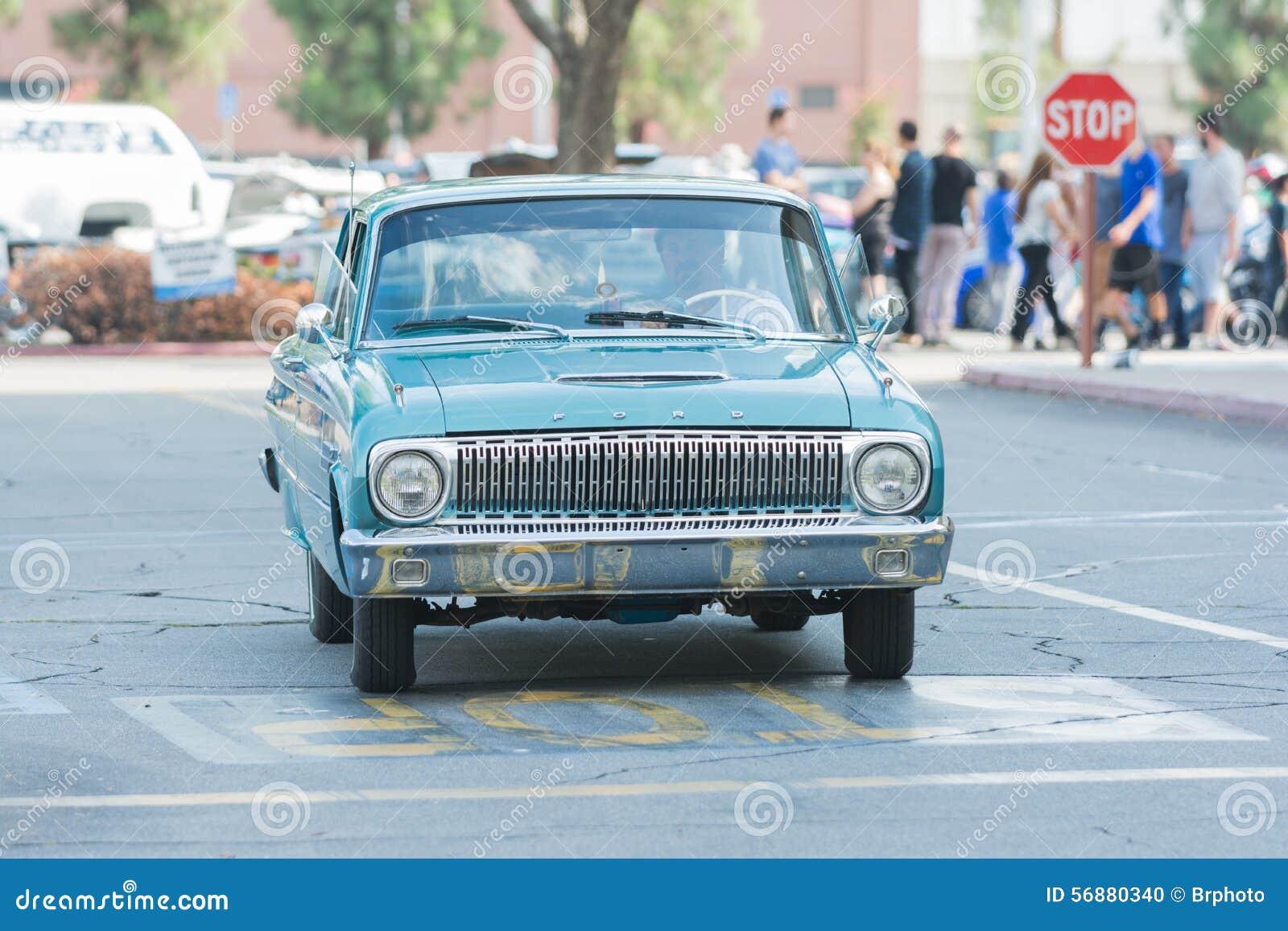 Automobile di Ford Falcon su esposizione