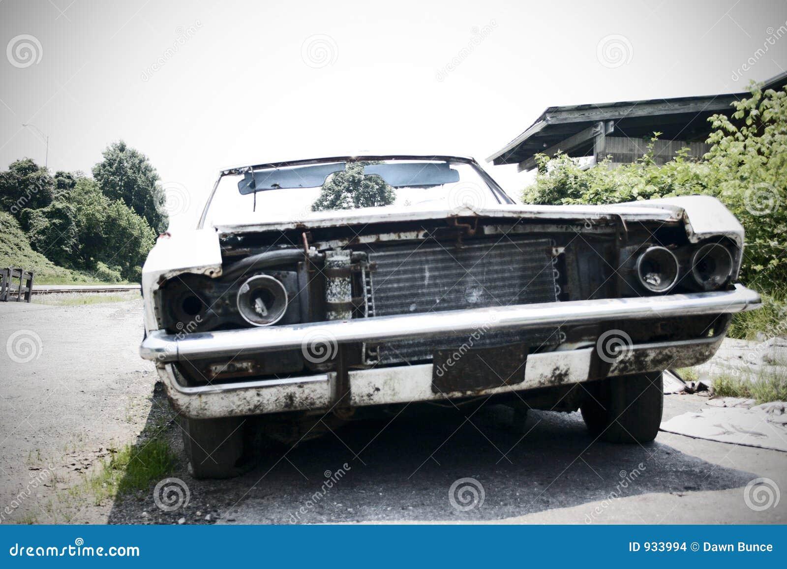 Automobile di Junked - fuoco nei precedenti