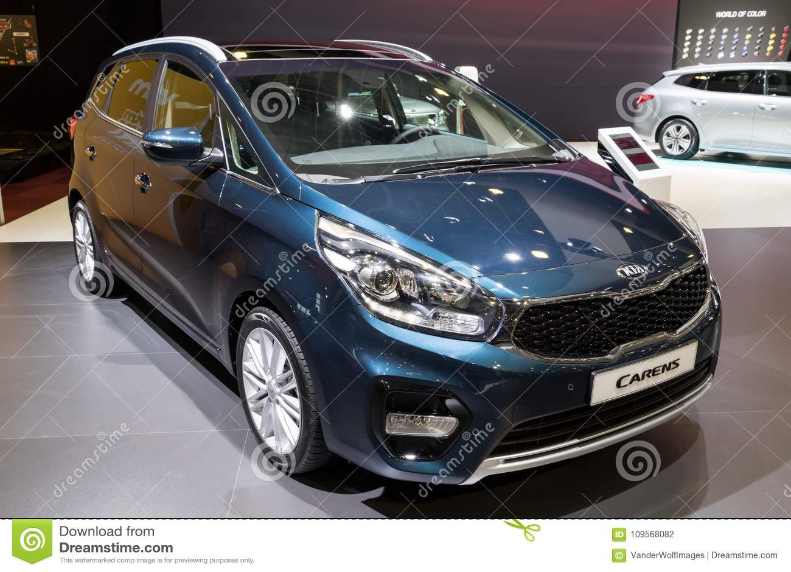 Automobile di Kia Carens