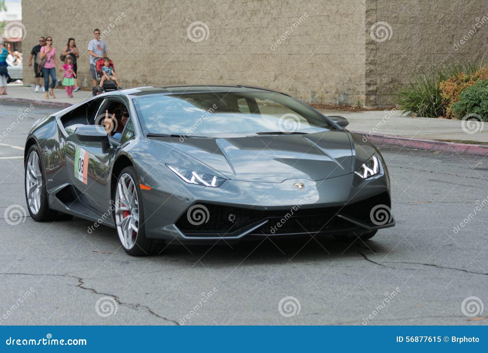 Automobile di Lamborghini Huracan su esposizione