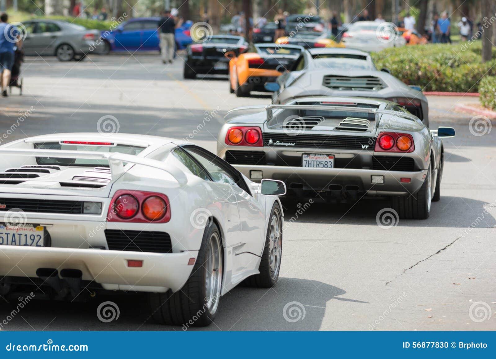 Automobile di Lamborghini su esposizione