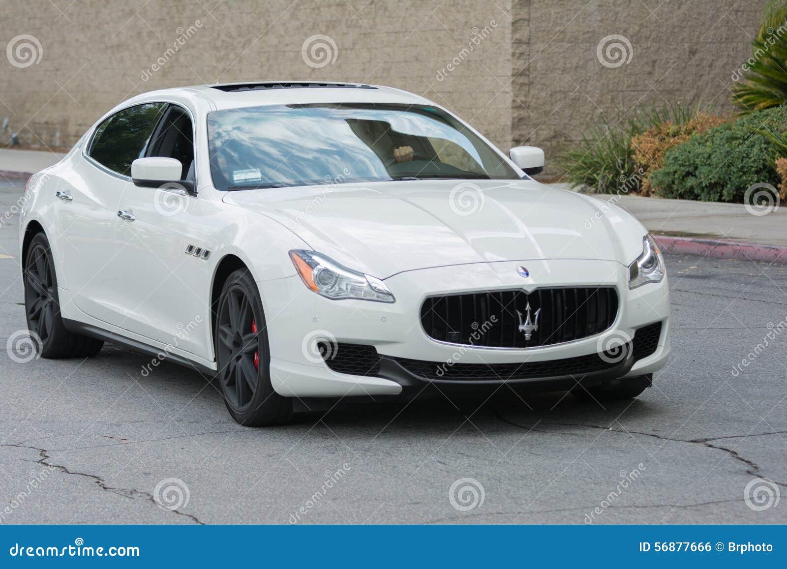 Automobile di Maserati GranTurismo su esposizione