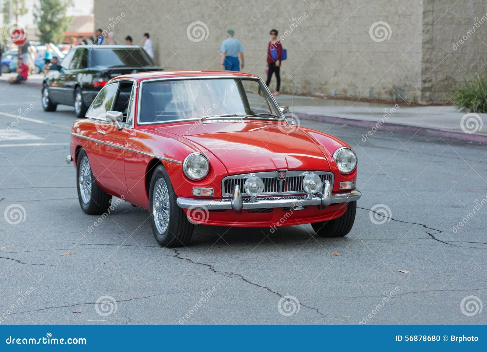 Automobile di MG MGB GT su esposizione