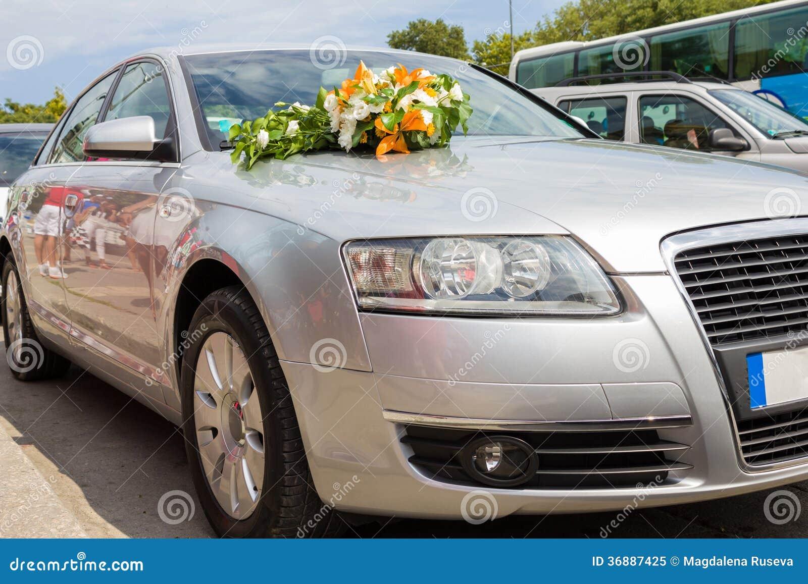 Download Automobile di nozze immagine stock. Immagine di mazzo - 36887425