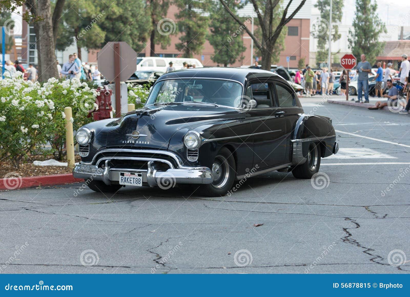 Automobile di Oldsmobile su esposizione