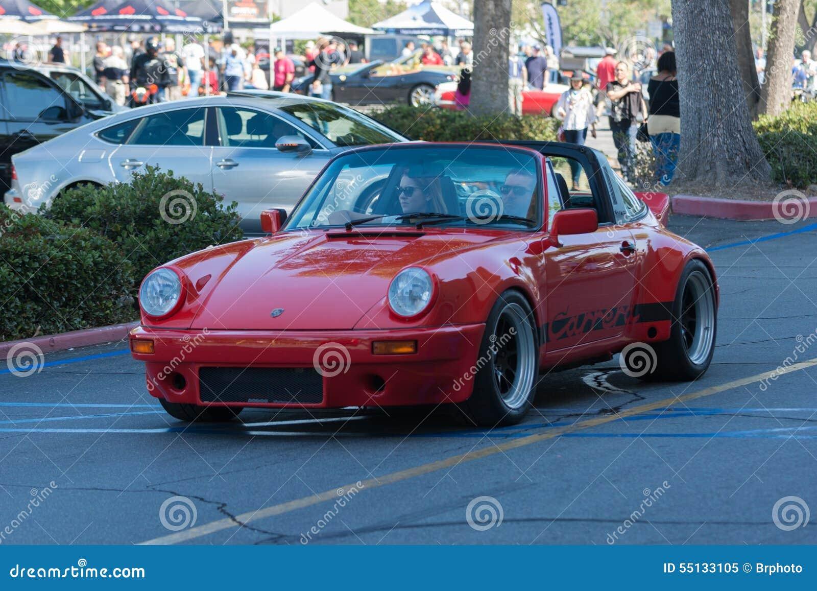 Automobile di Porsche Carrera su esposizione