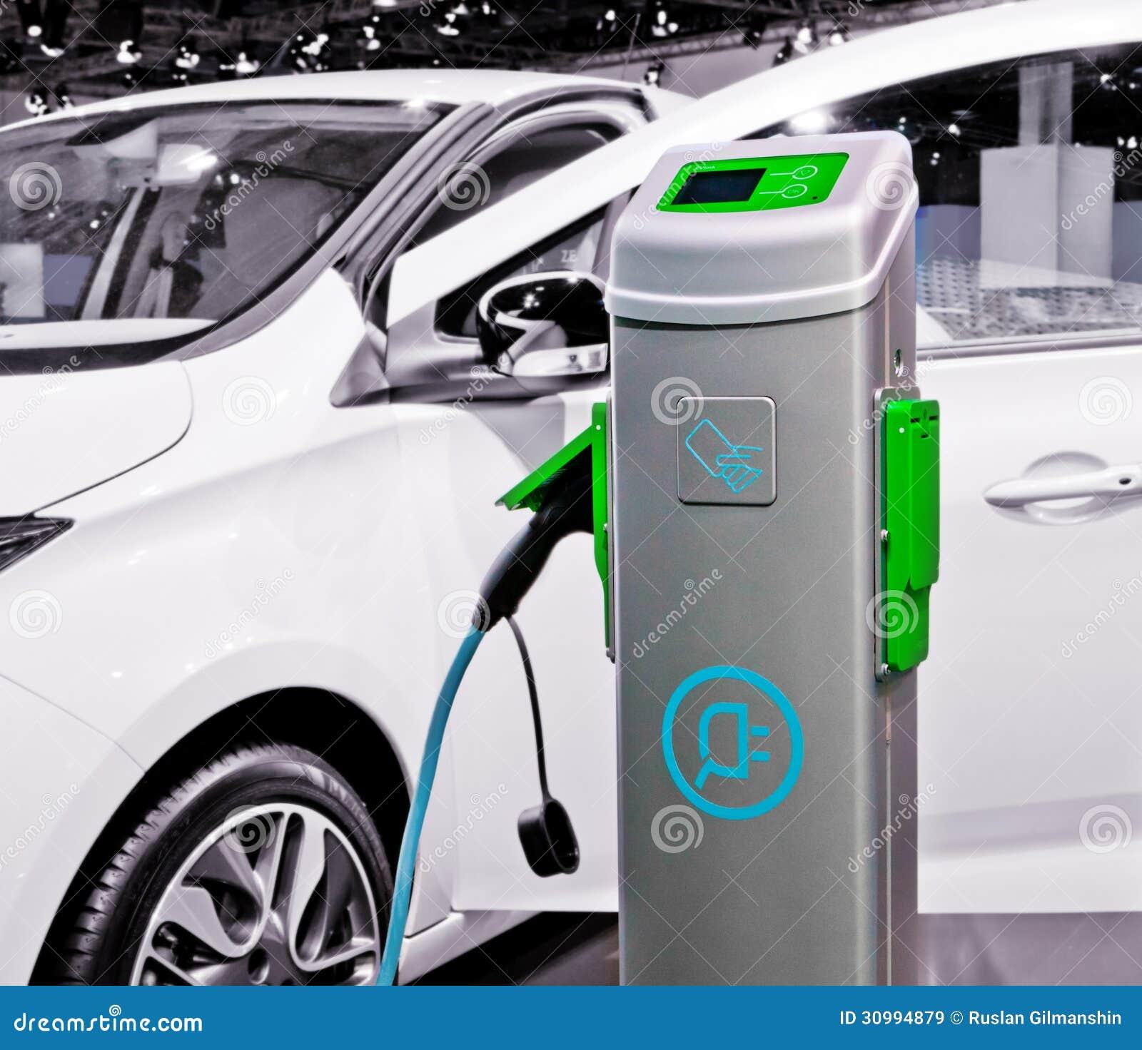 Automobile elettrica che è fatta pagare.