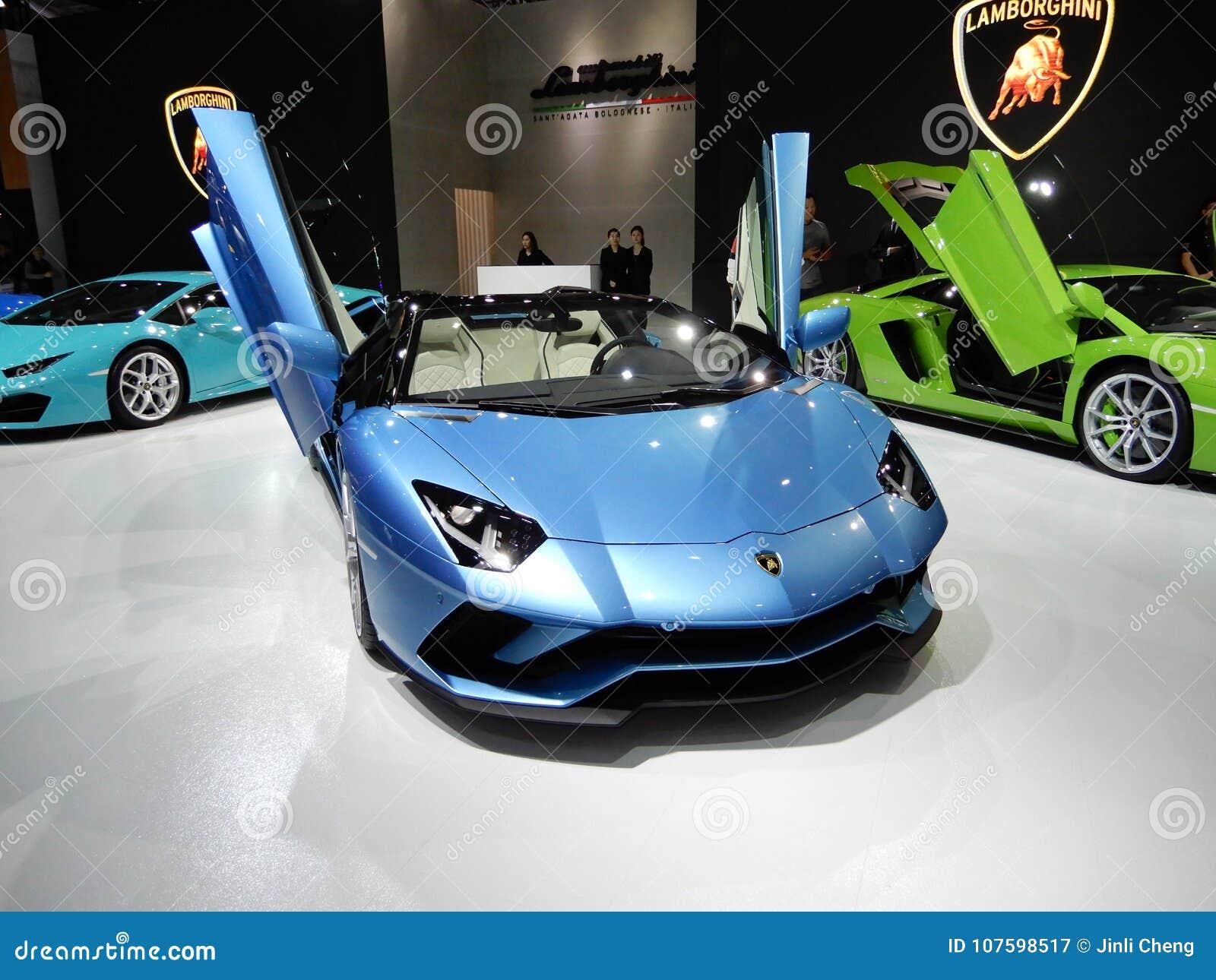 Automobile scoperta a due posti di Lamborghini Aventador S
