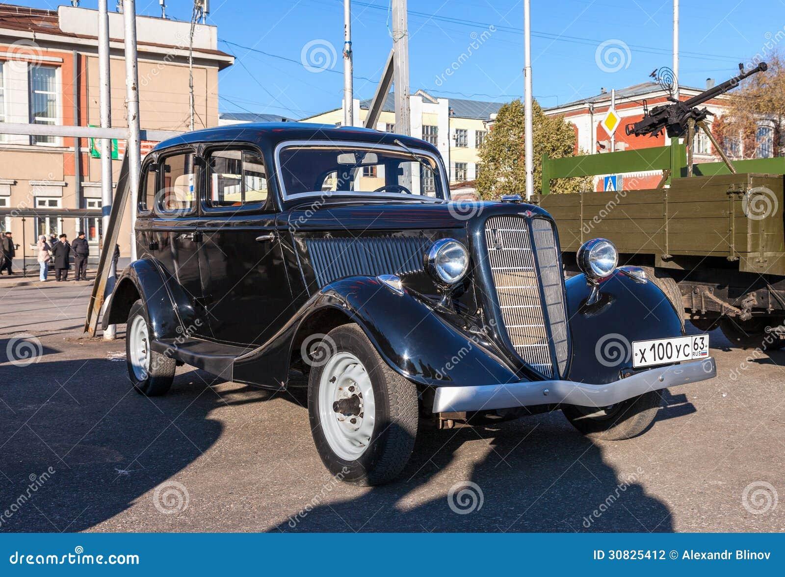 Automobile sovietica d annata GAZ M-1