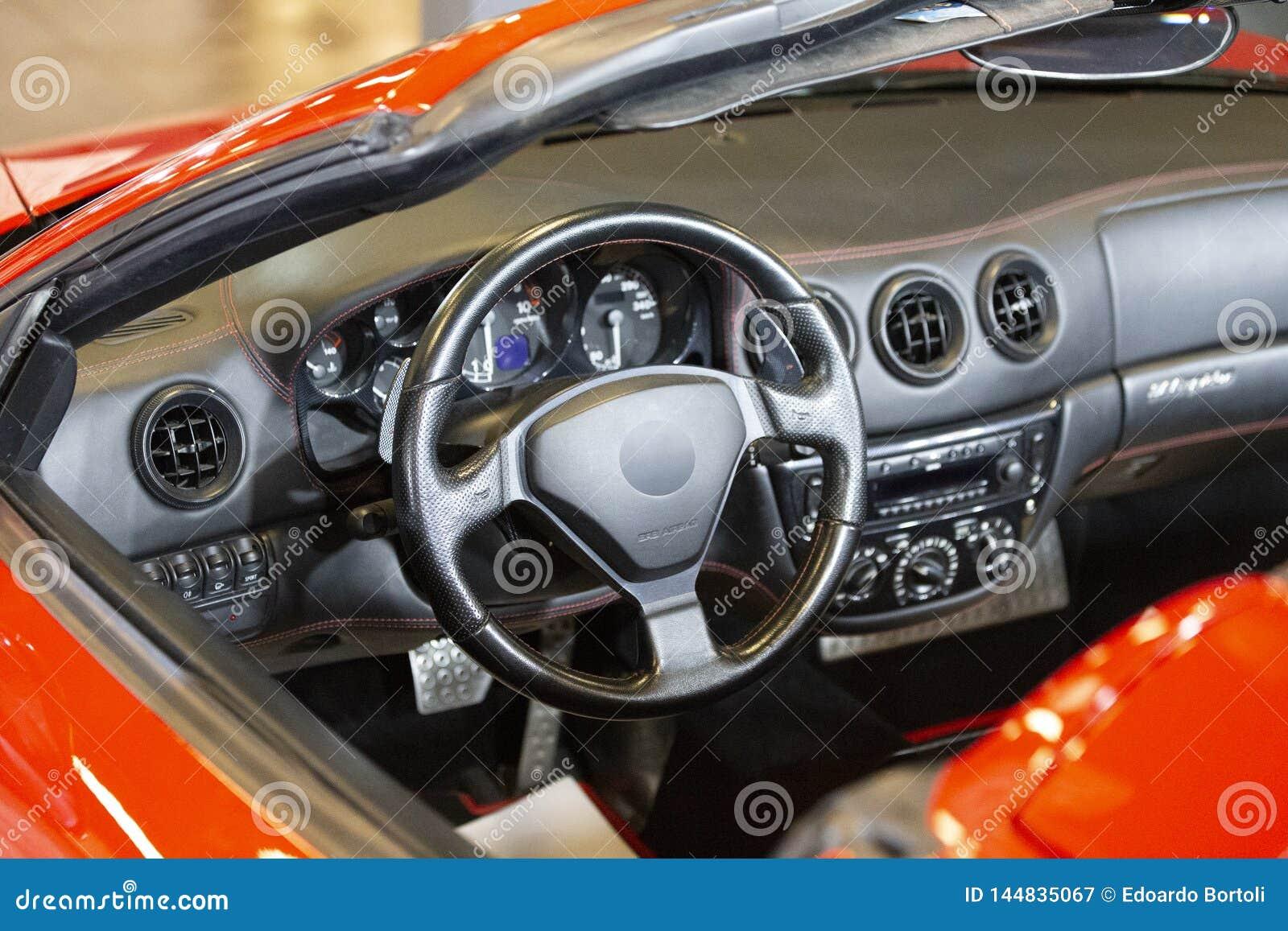 Automobile sportiva rossa fatta in Itlay