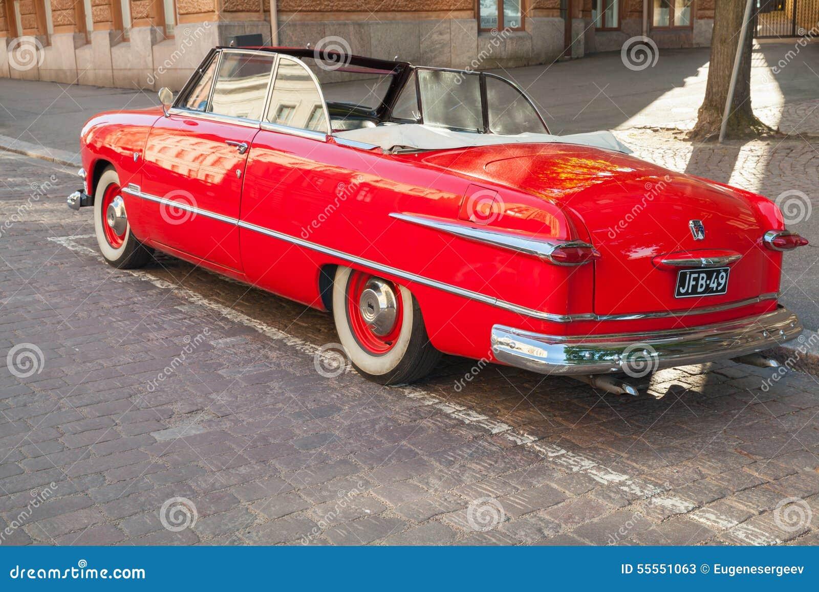 Automobile 1951, vista posteriore di Ford Custom Deluxe Tudor