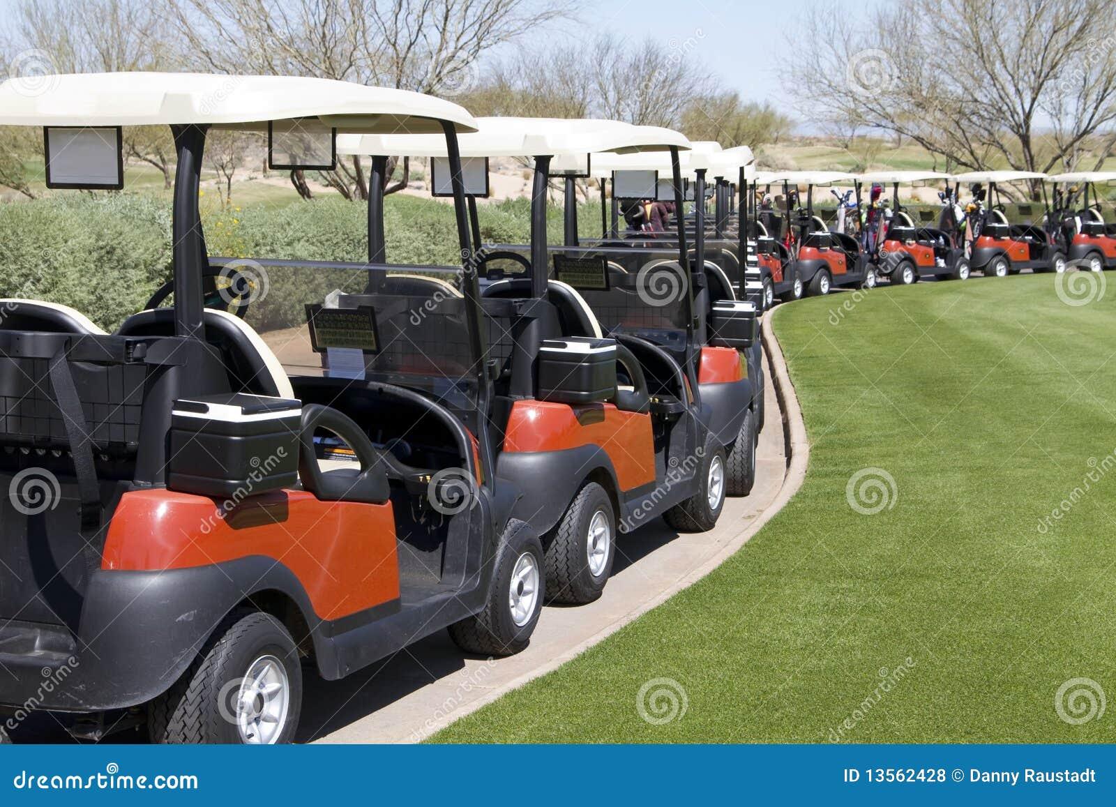 Automobili di golf al terreno da golf del deserto dell Arizona