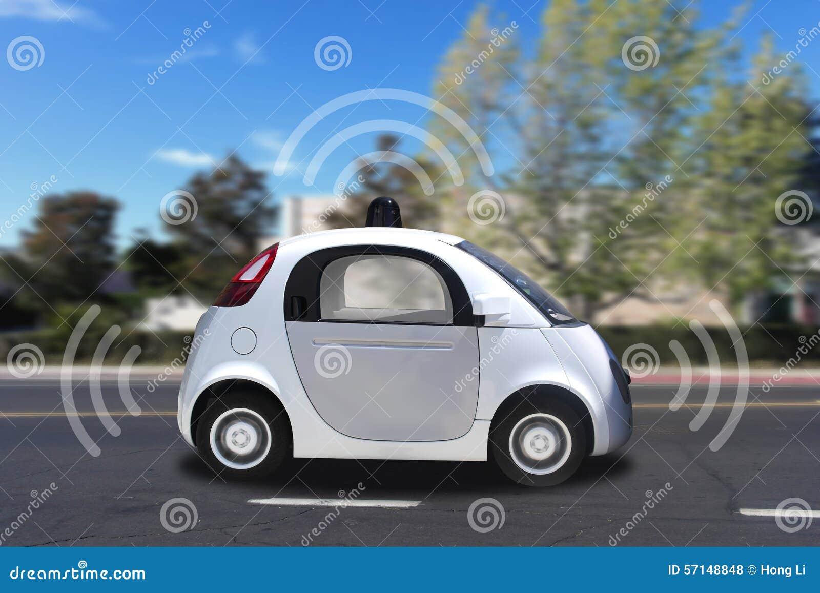 Autonoom zelf-drijft driverless voertuig met radar het drijven op de weg