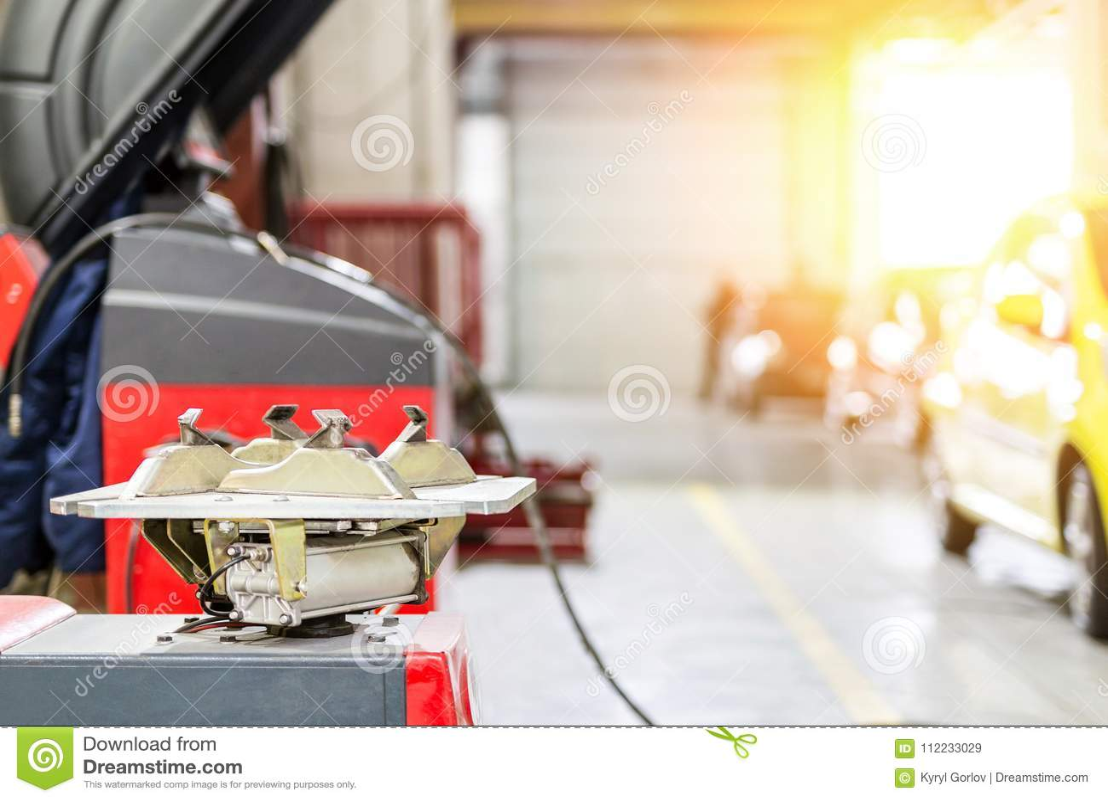 Autoonderhoud en de dienstcentrum De reparatie en de vervangingsmateriaal van de voertuigband Seizoengebonden bandverandering