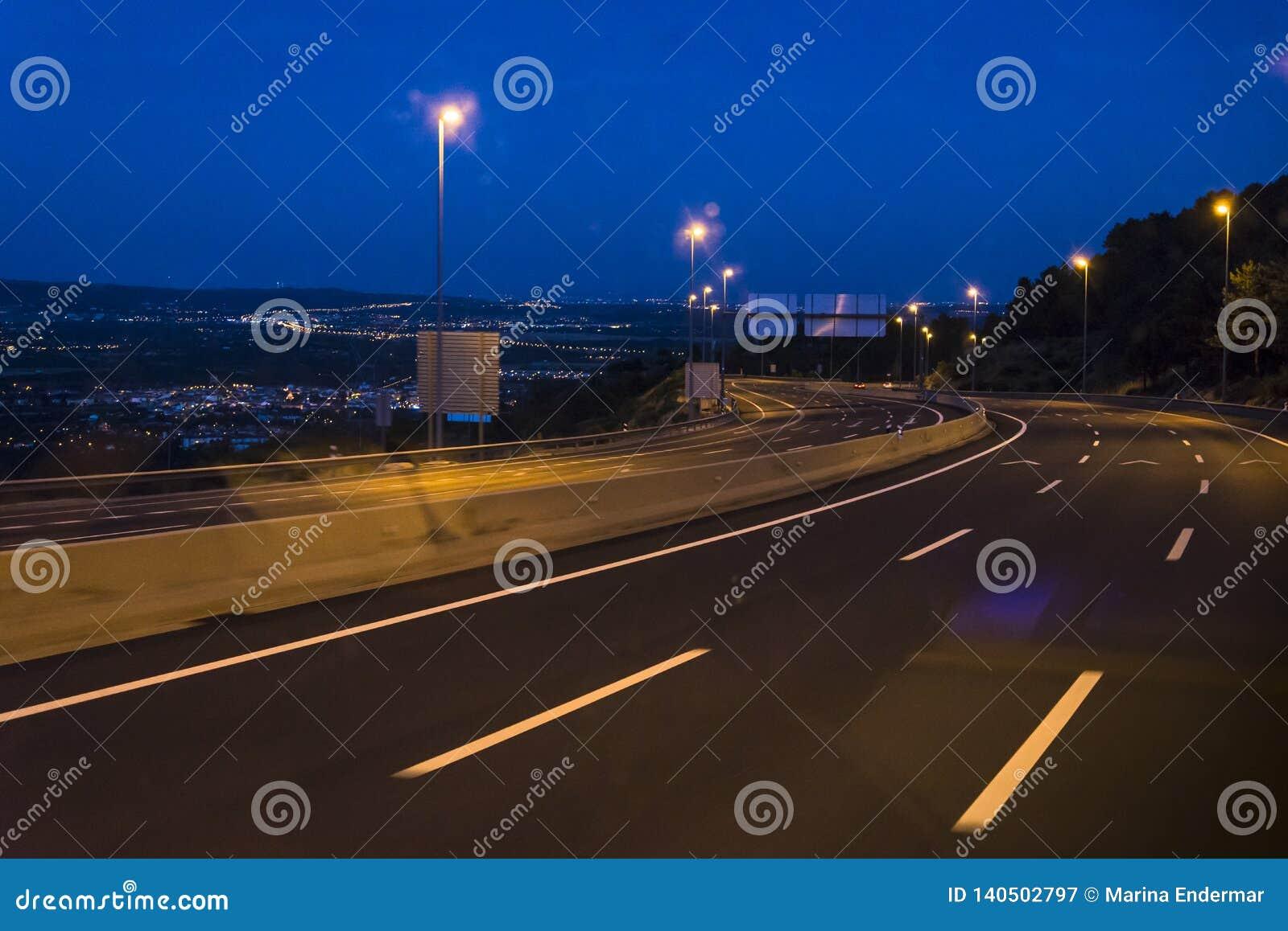 Autopista en la noche, España